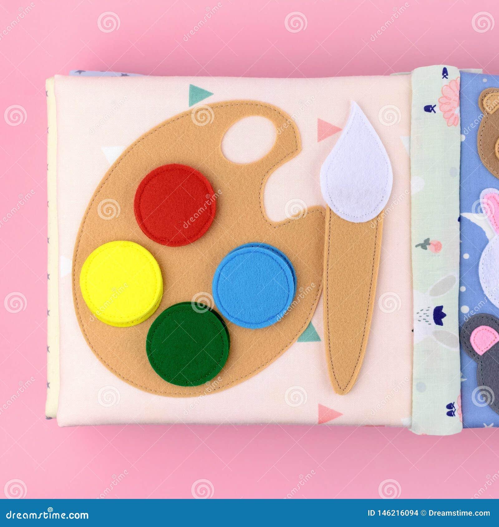 Pittura dell acquerello da feltro in un libro del tessuto