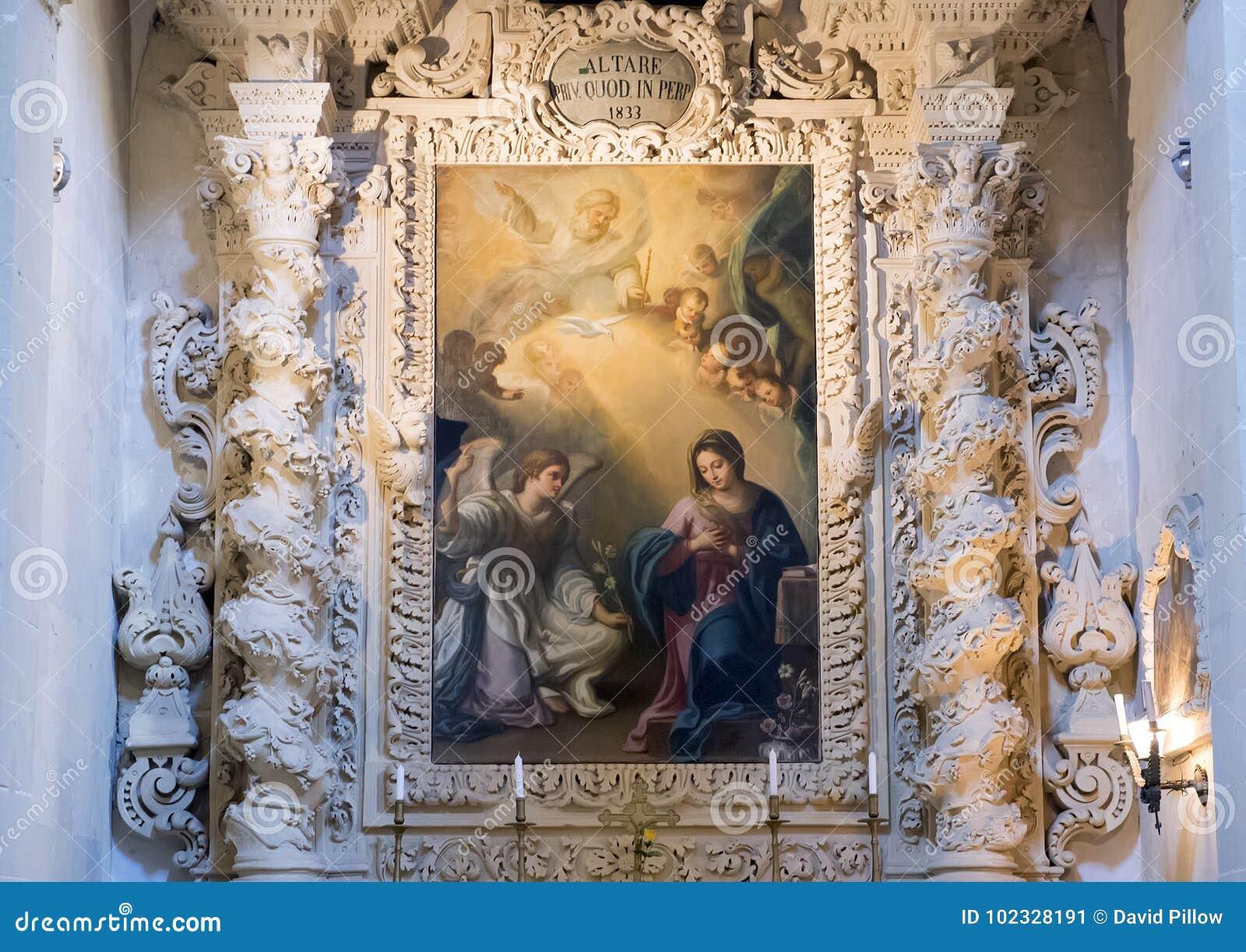 Pittura dell ascensione di Madonna superiore ad uno degli altari, Di Santa Croce della basilica