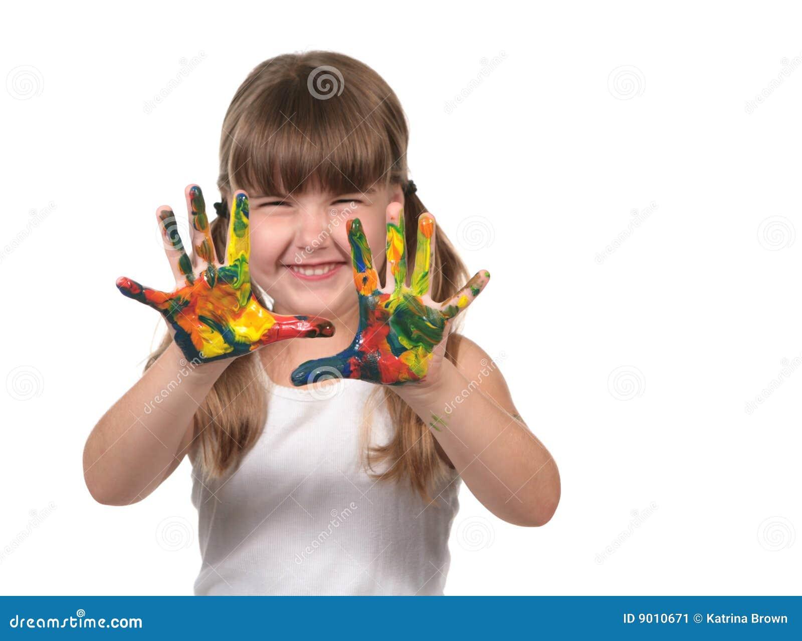 Pittura di barretta prescolare felice del bambino