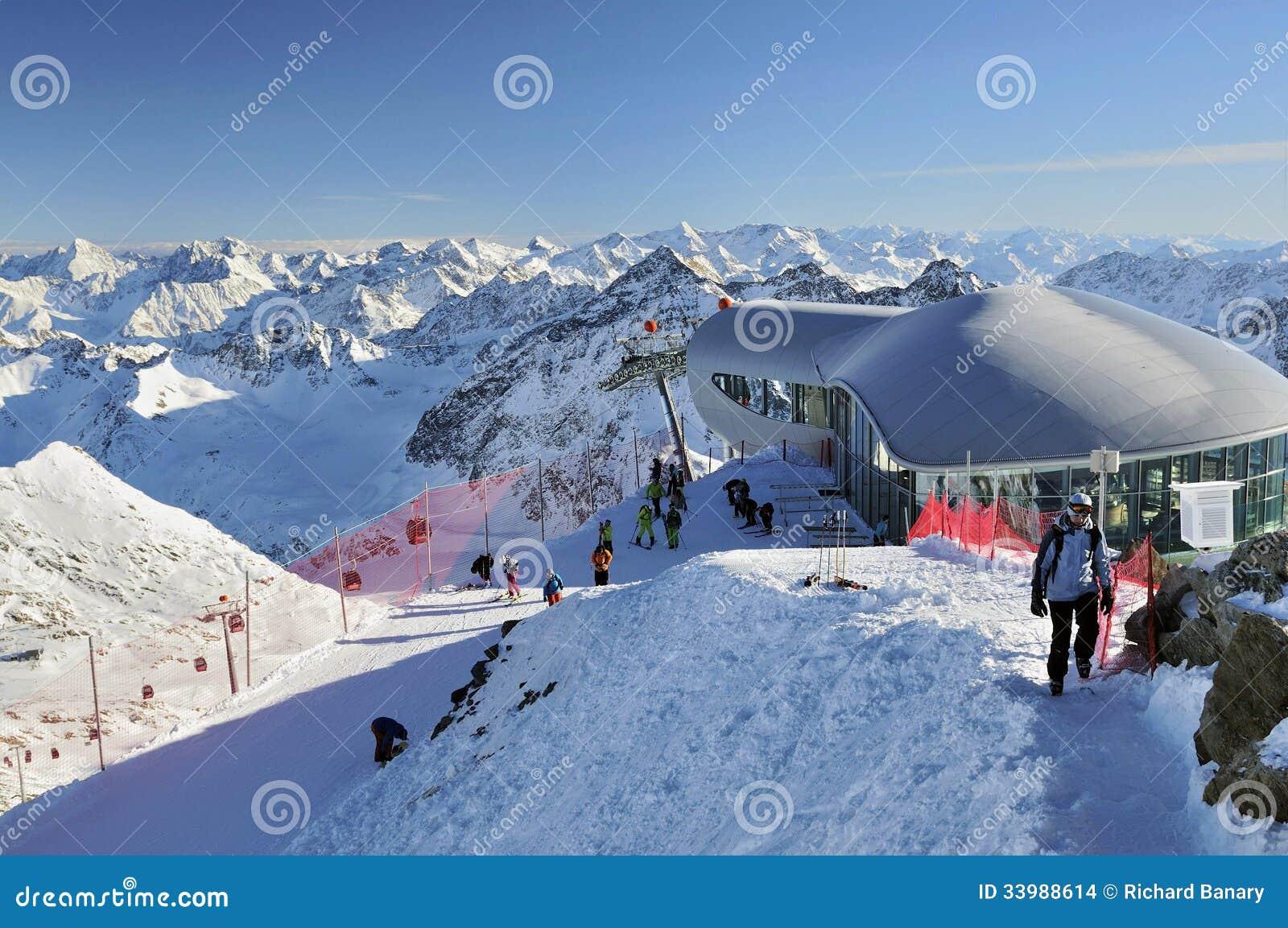 Pitztal ski resort editorial stock image image 33988614 for Moderne skihotels