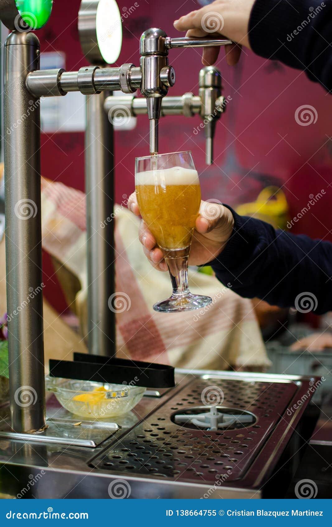 Piwa klepnięcie od piwo baru