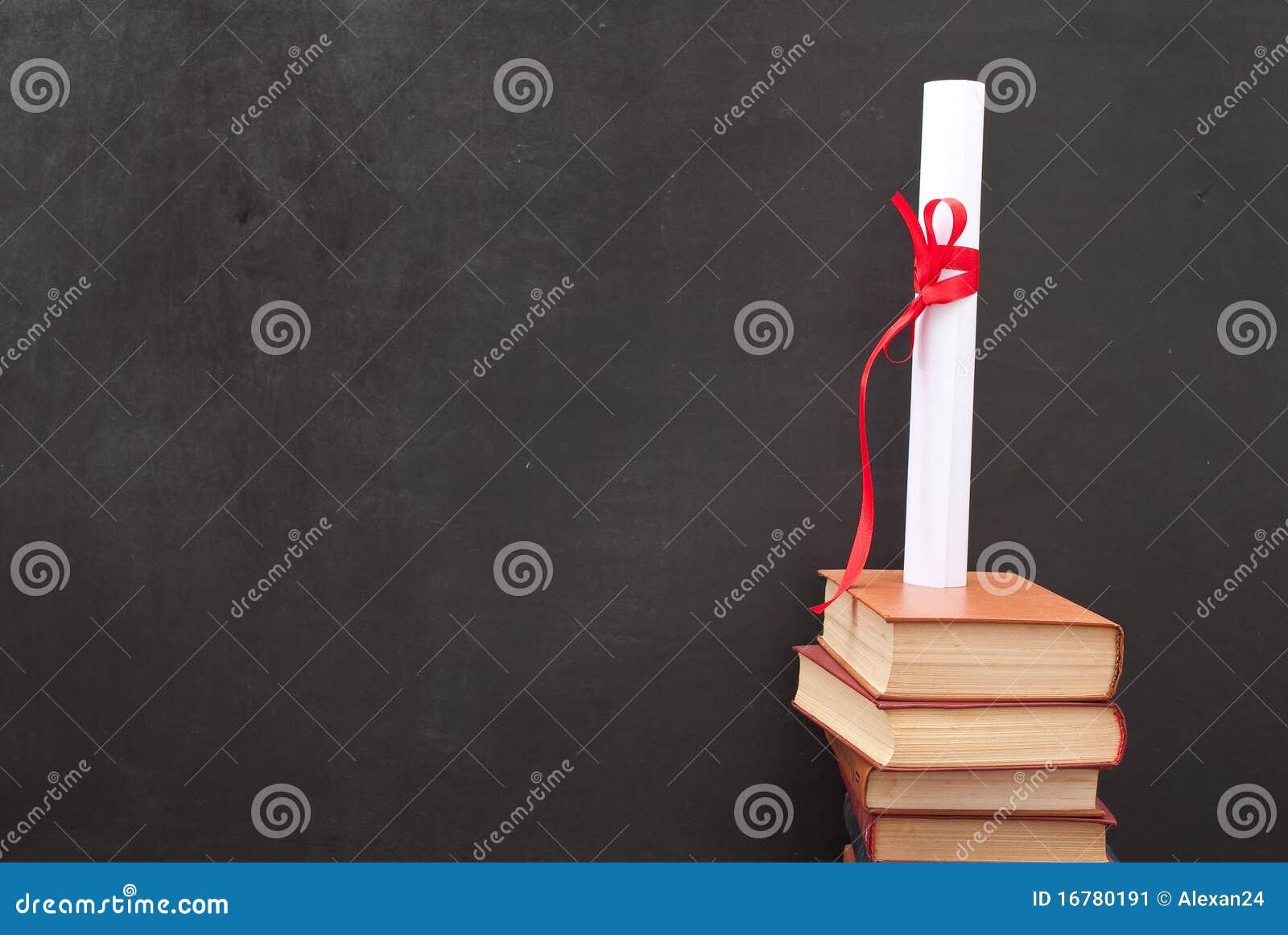 Pizarra con un diploma