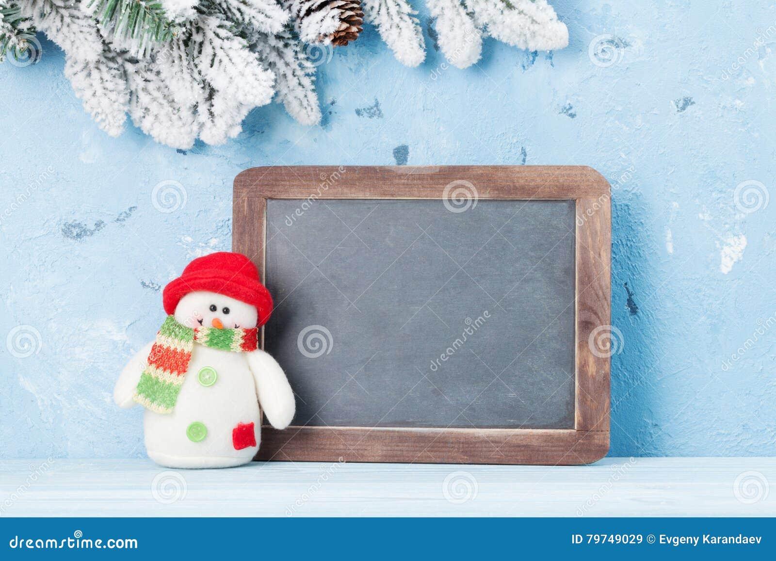Pizarra de la Navidad, muñeco de nieve y árbol de abeto