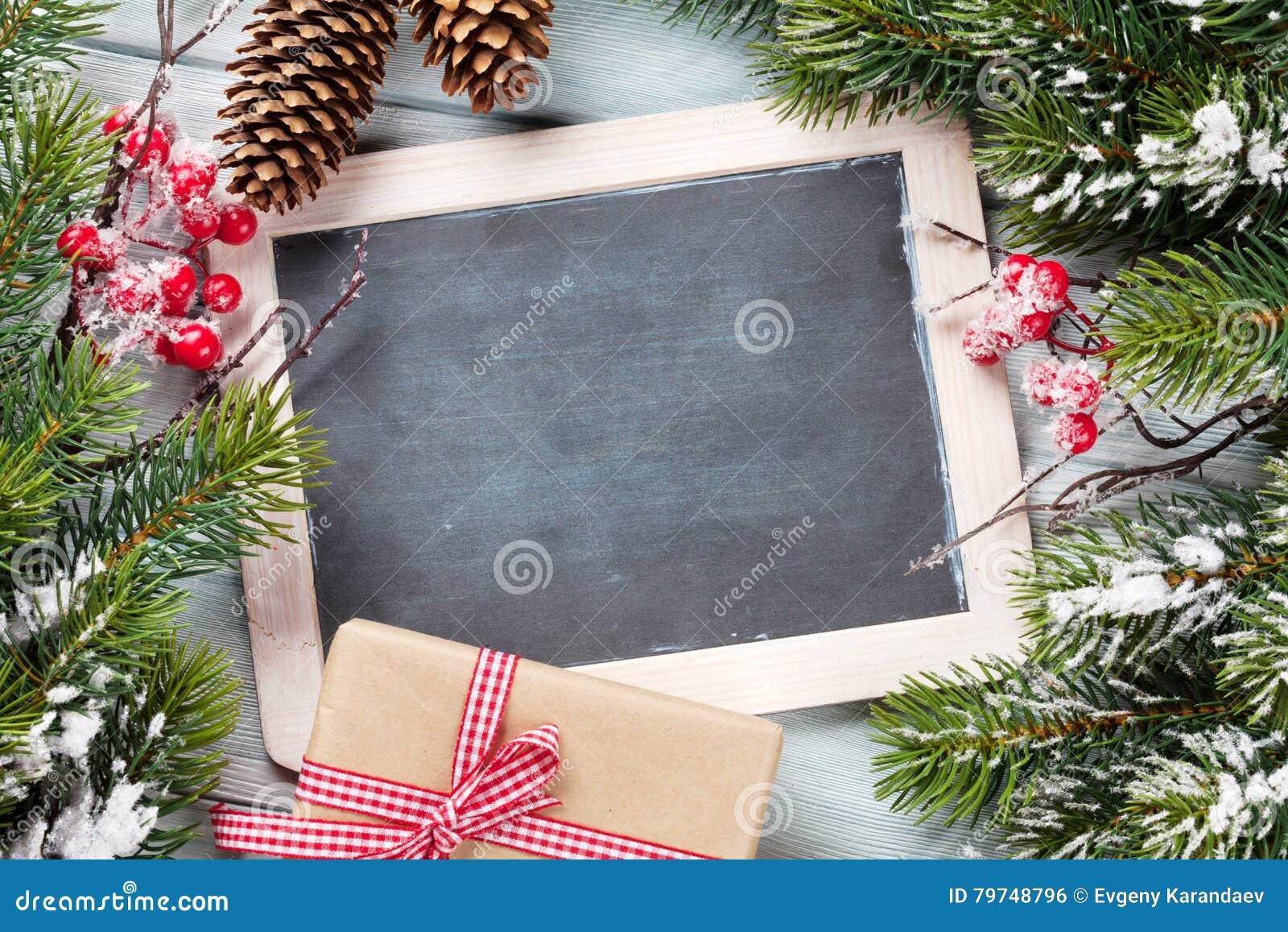 Pizarra de la Navidad, regalo y árbol de abeto