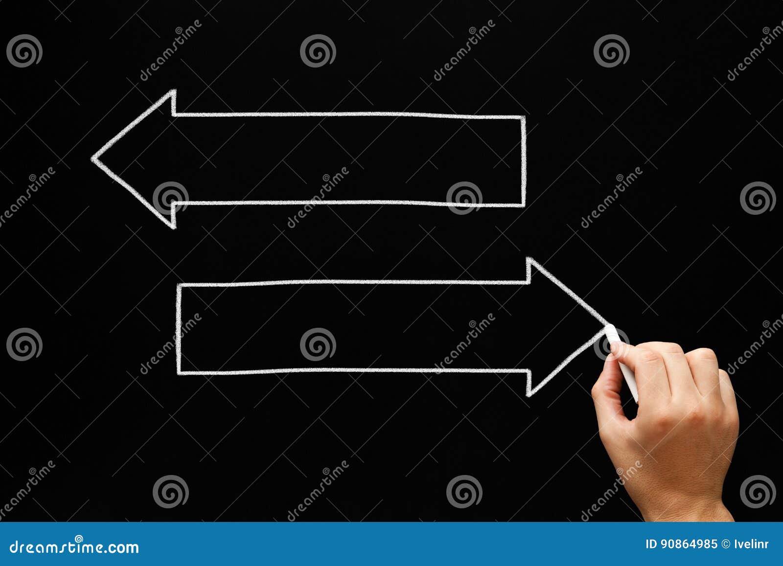 Pizarra en blanco del concepto de las flechas