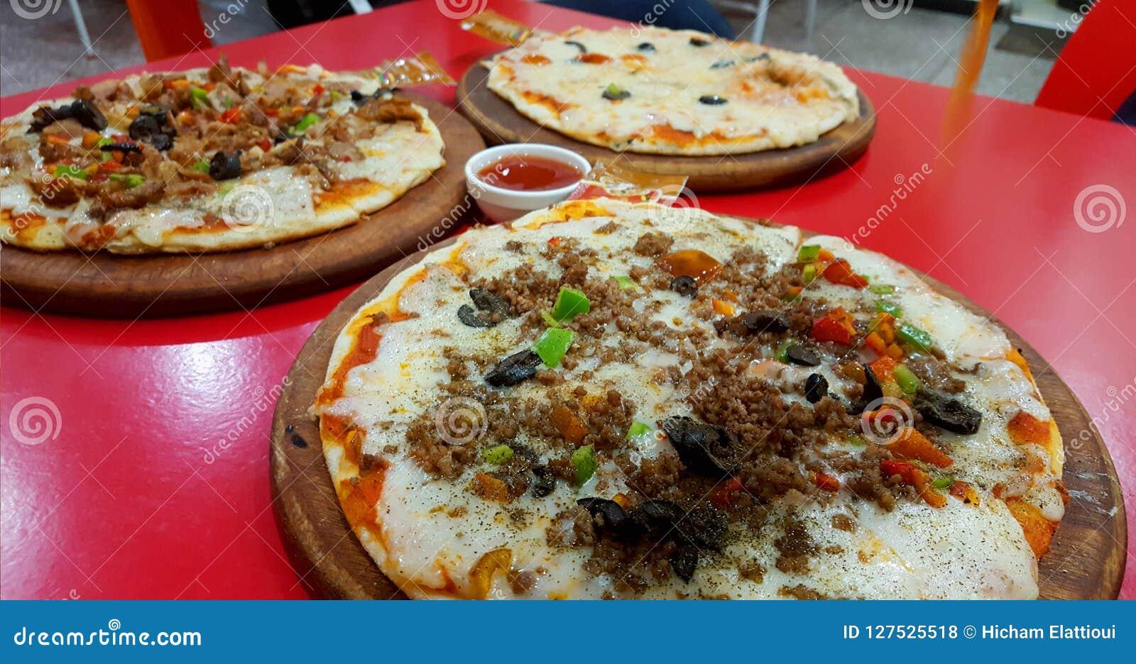 Pizza appena preparato
