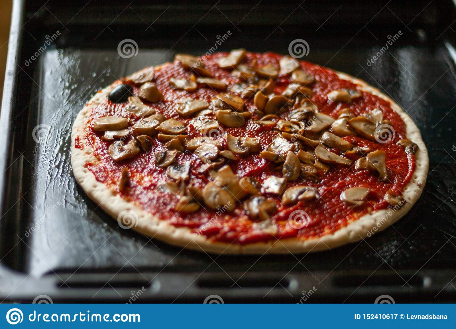 Pizza With Champignon Mushrooms Stock Image - Image of mushroom, cooking: 152410617