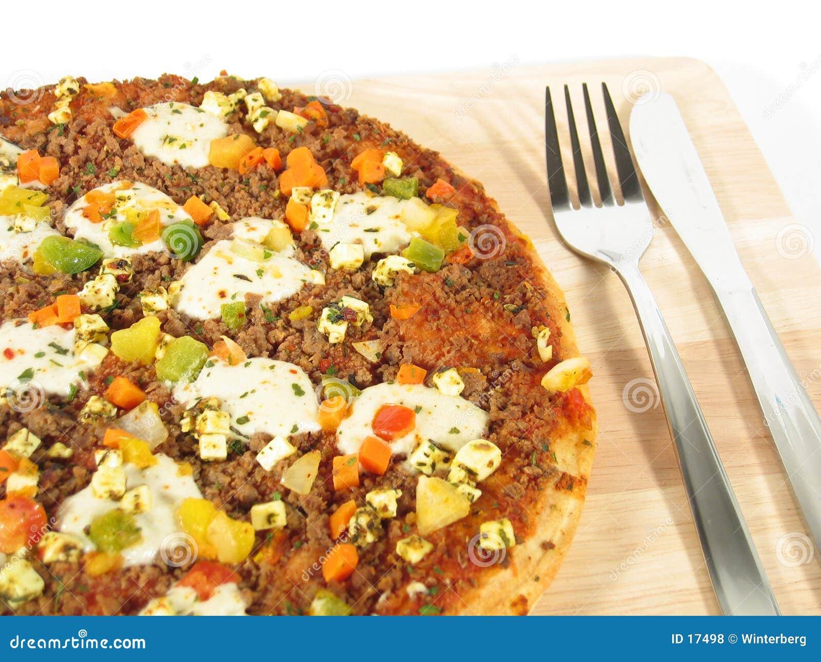 Pizza con el primer de la cuchillería