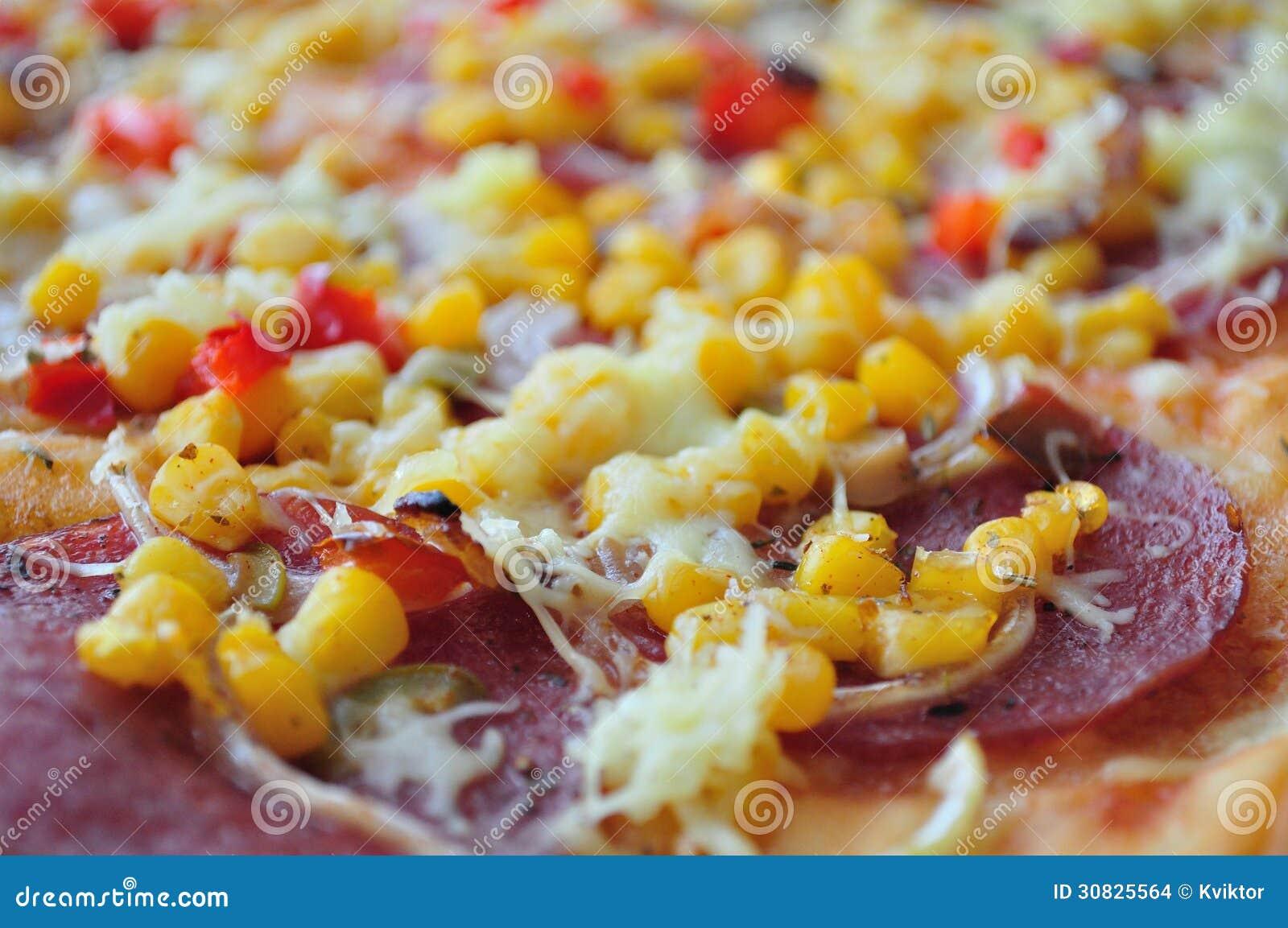 Pizza con mais e salame