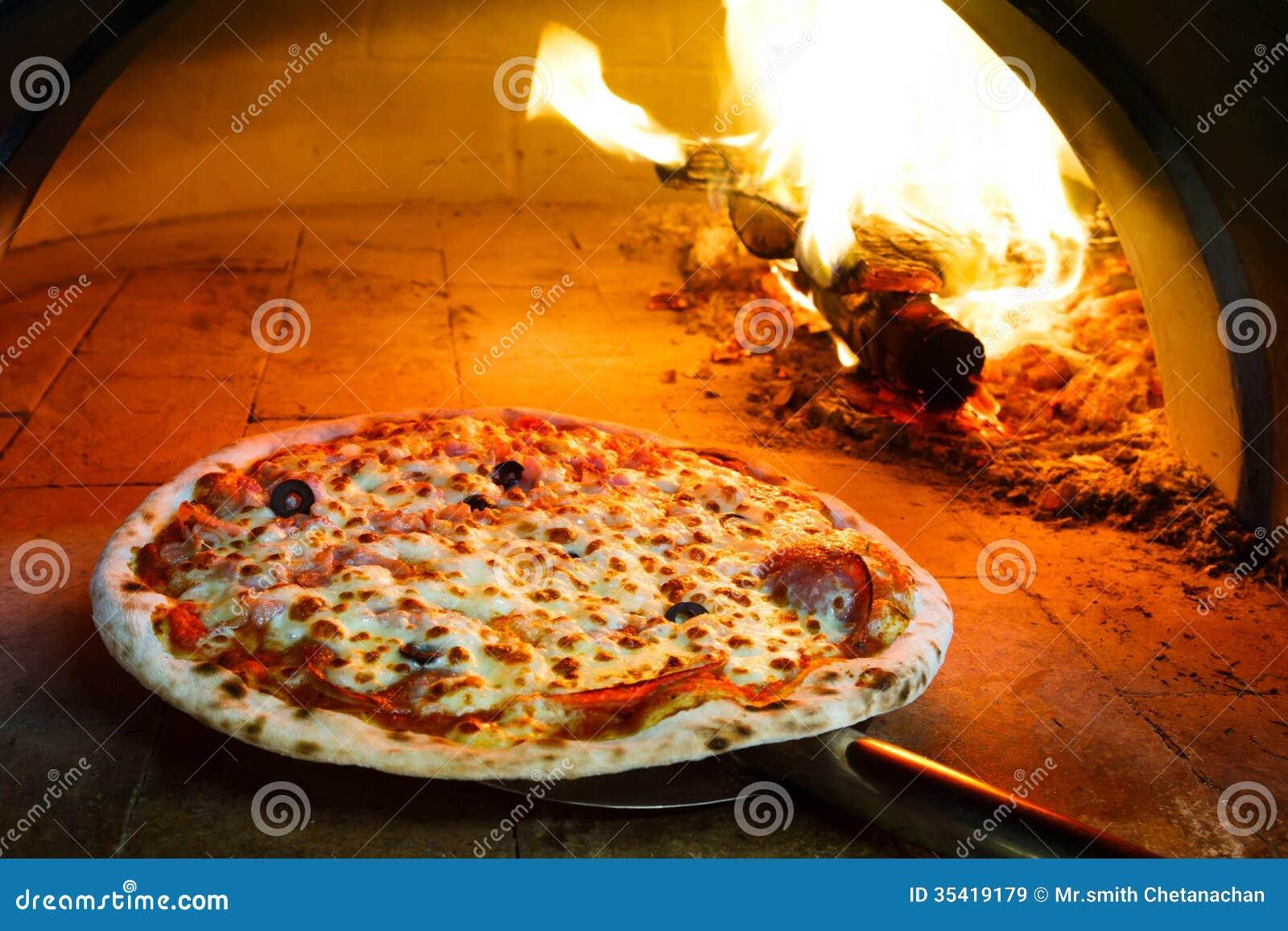 pizza do forno da lenha imagens de stock royalty free imagem 35419179. Black Bedroom Furniture Sets. Home Design Ideas