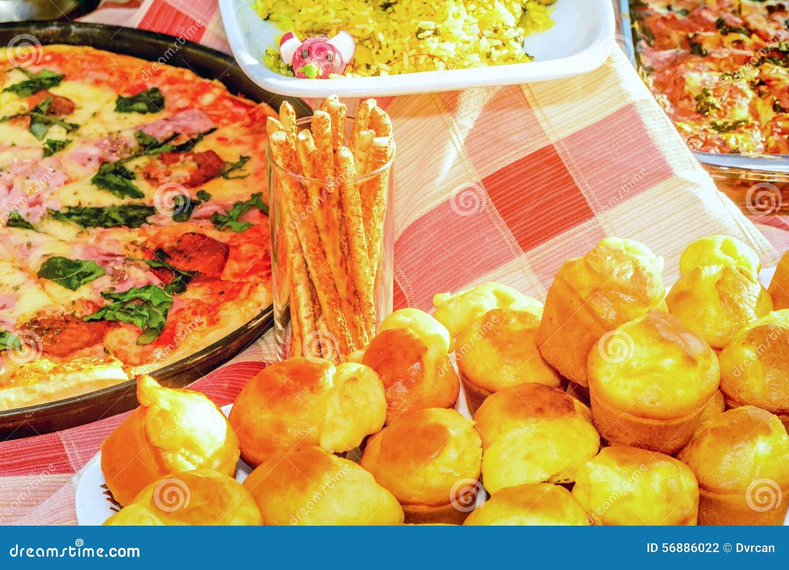 Pizza e l altro alimento dal fest della cicoria in Teodo