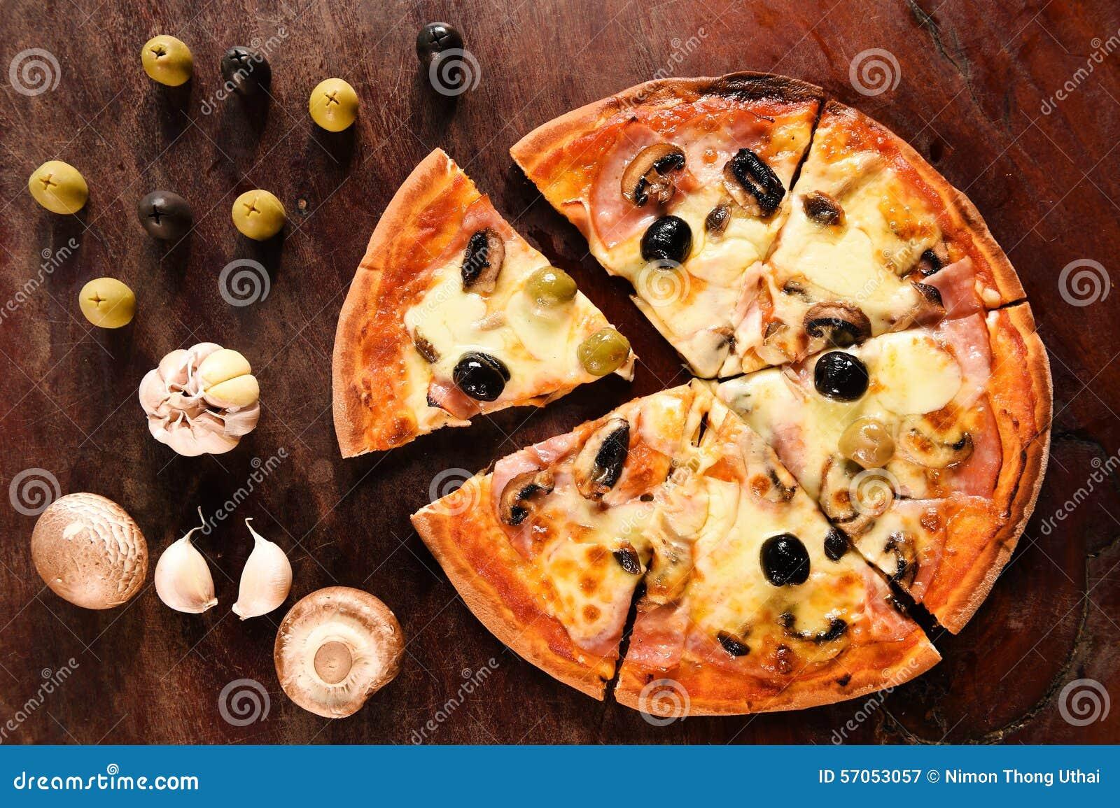 Pizza en ingrediënten voor pizza