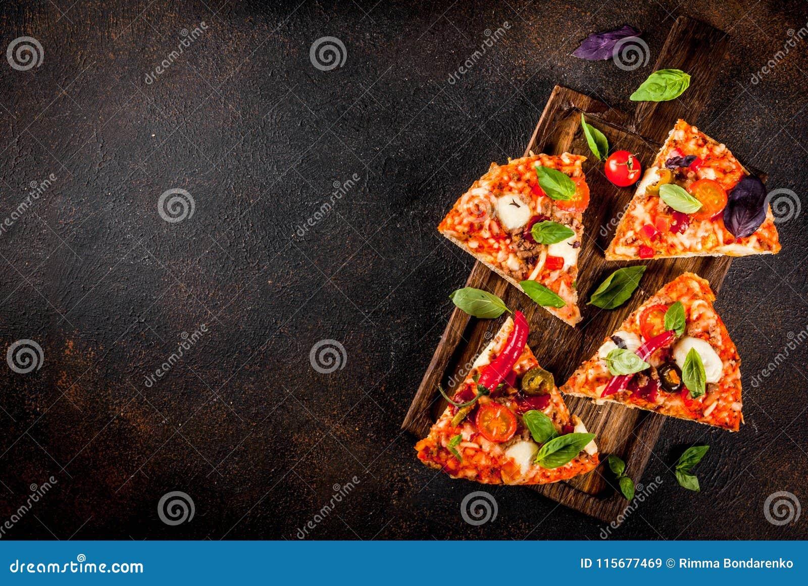 Pizza et vin rouge