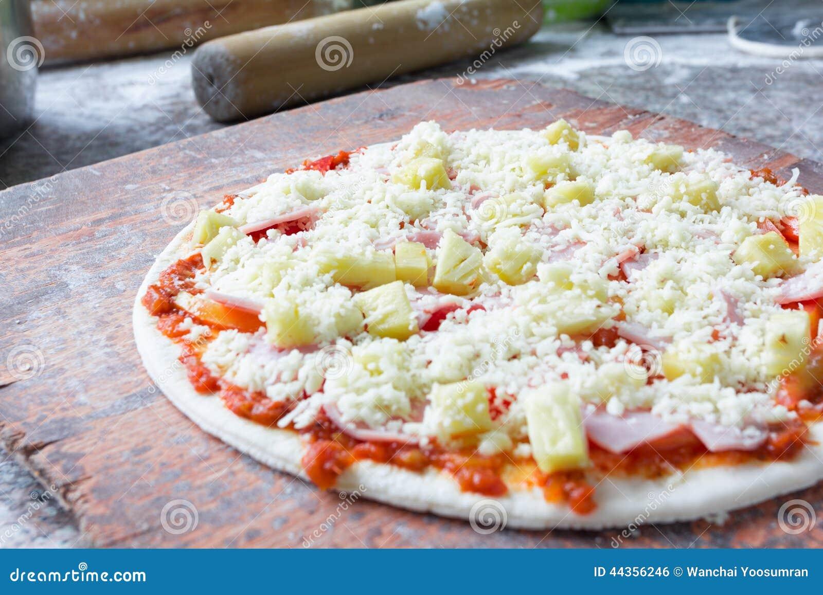 Pizza italiana cruda