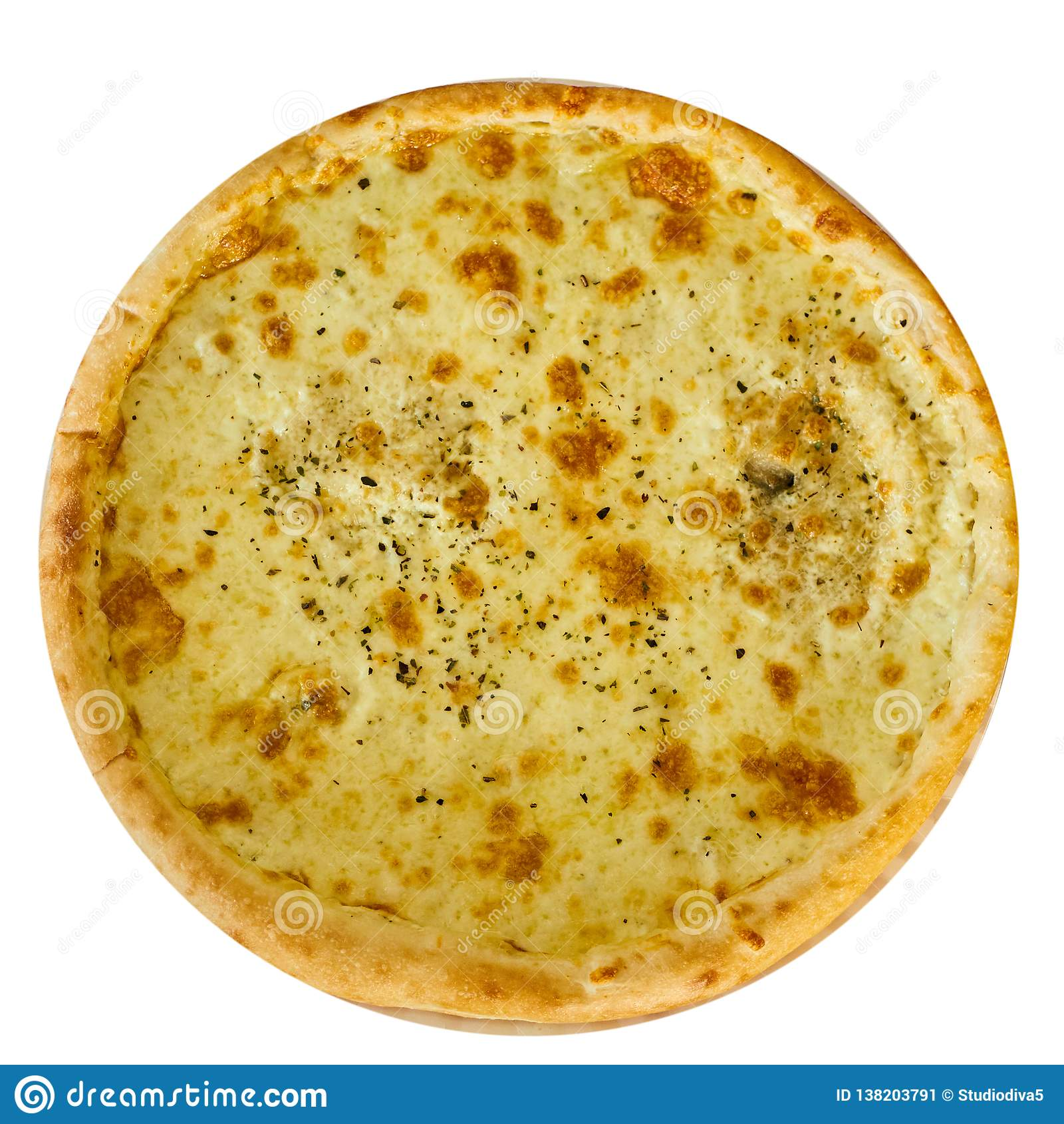 Pizza italiana deliciosa con queso en una tabla de madera aislada