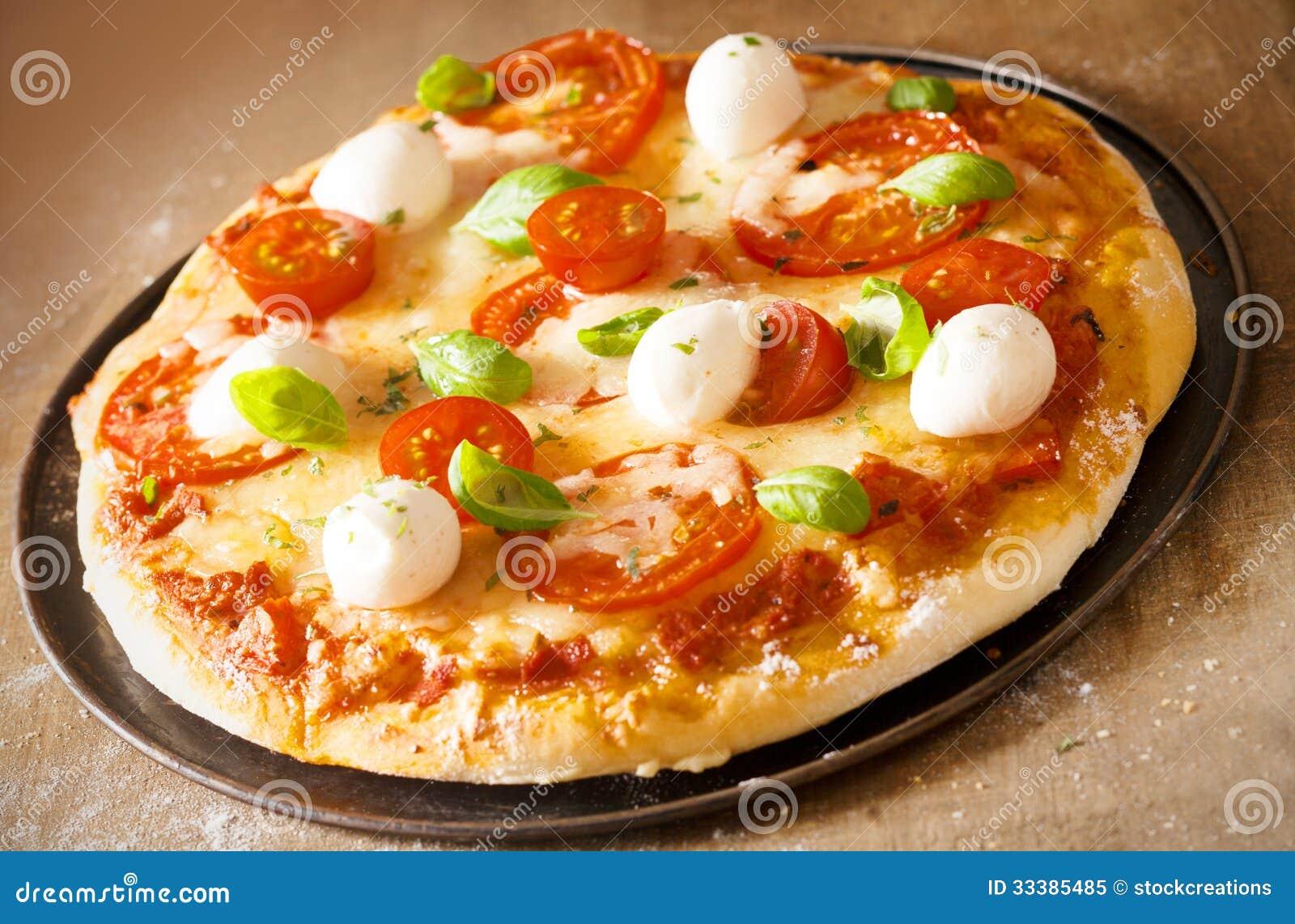 pizza italienne avec du fromage de mozzarella photo libre de droits image 33385485. Black Bedroom Furniture Sets. Home Design Ideas