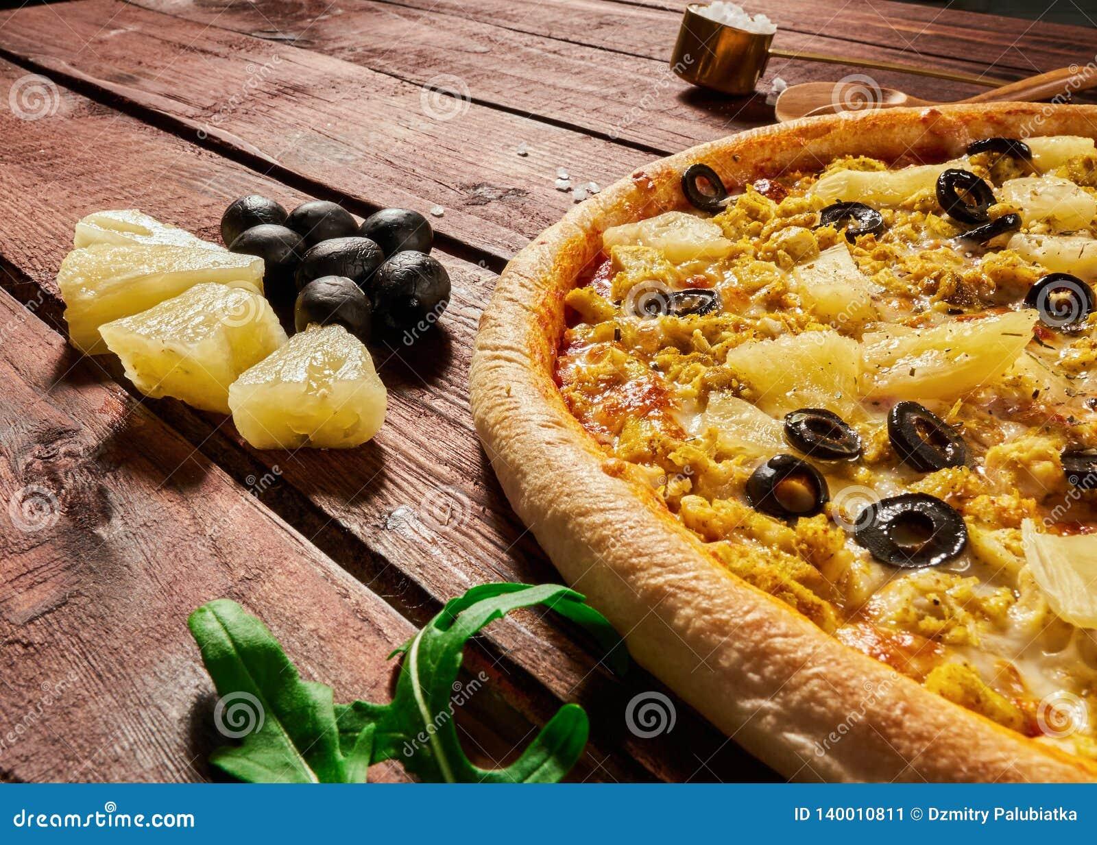 Pizza med ananors och höna