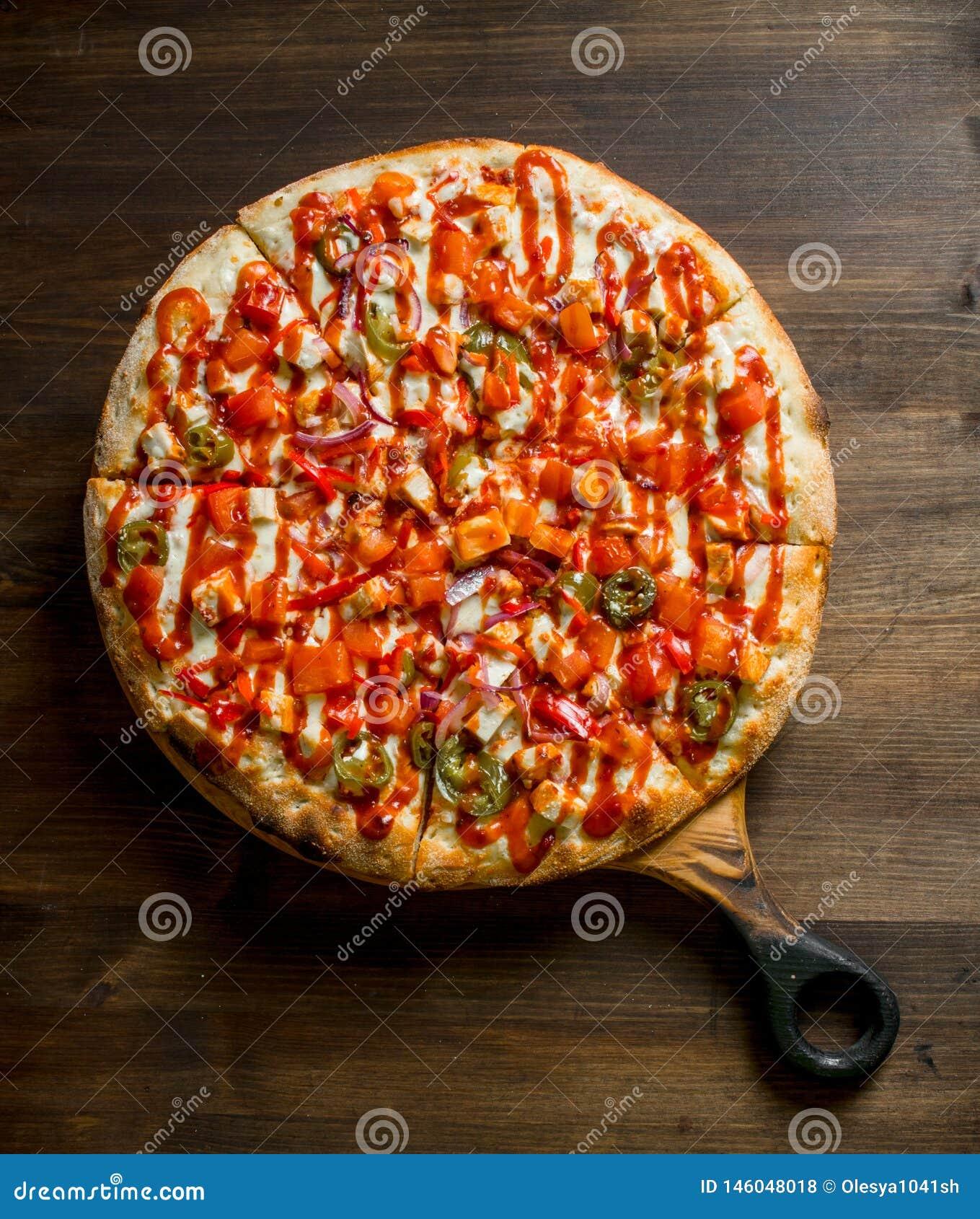 Pizza mexicaine sur la planche ? d?couper