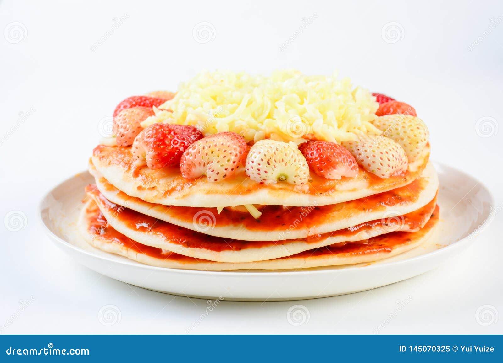 Pizza mit Erdbeere und Käsen