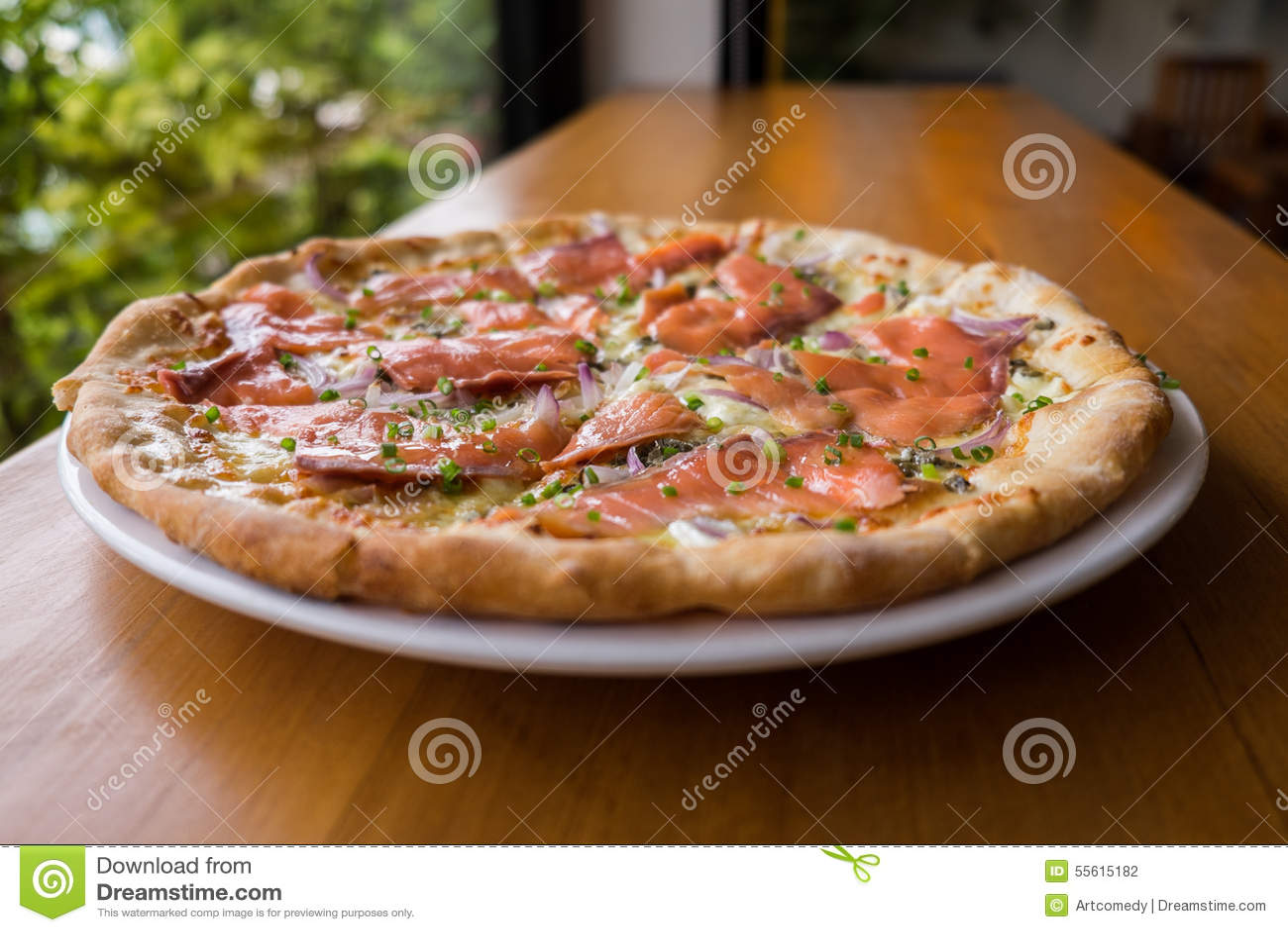 pizza mit ger uchertem lachs stockfoto bild 55615182. Black Bedroom Furniture Sets. Home Design Ideas