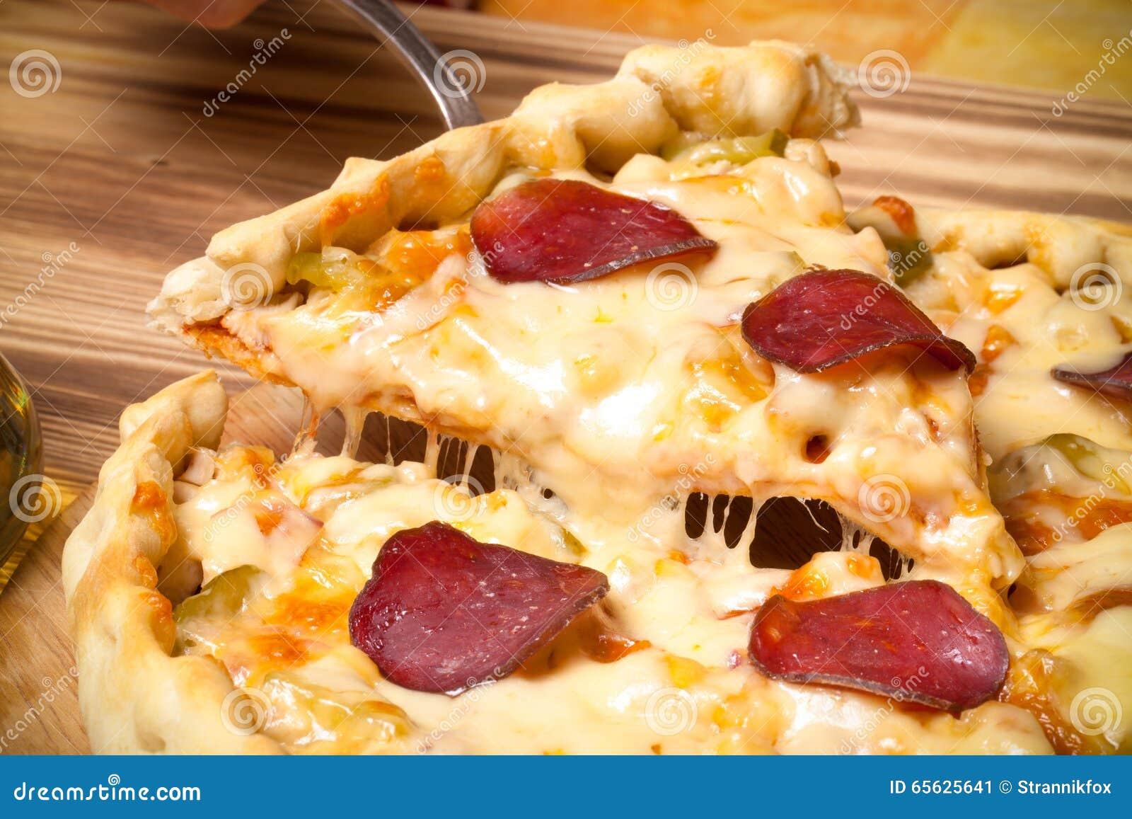 Pizza préparée avec du fromage fondu Foyer sélectif toned