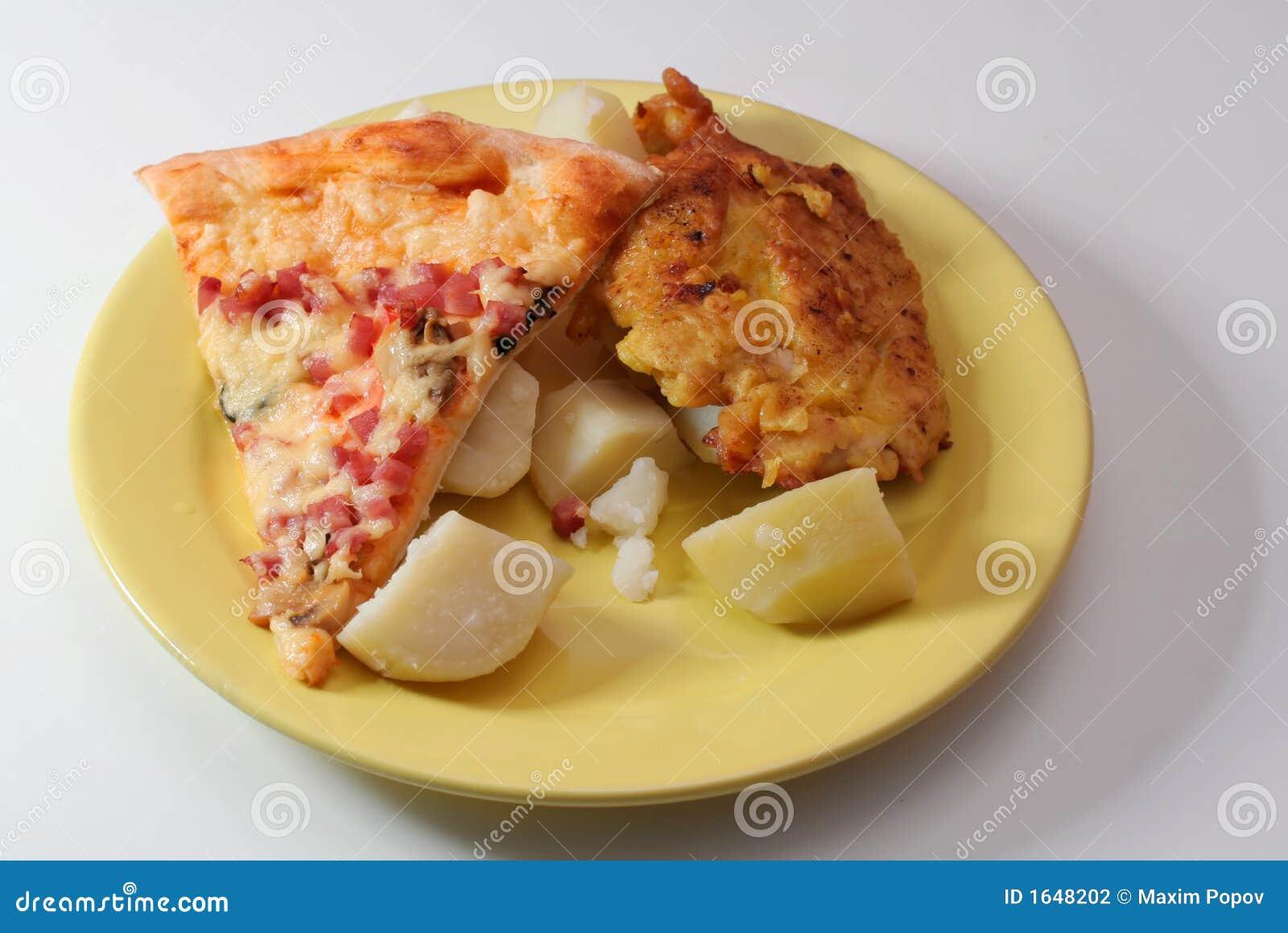 Pizza, viande et pommes de terre