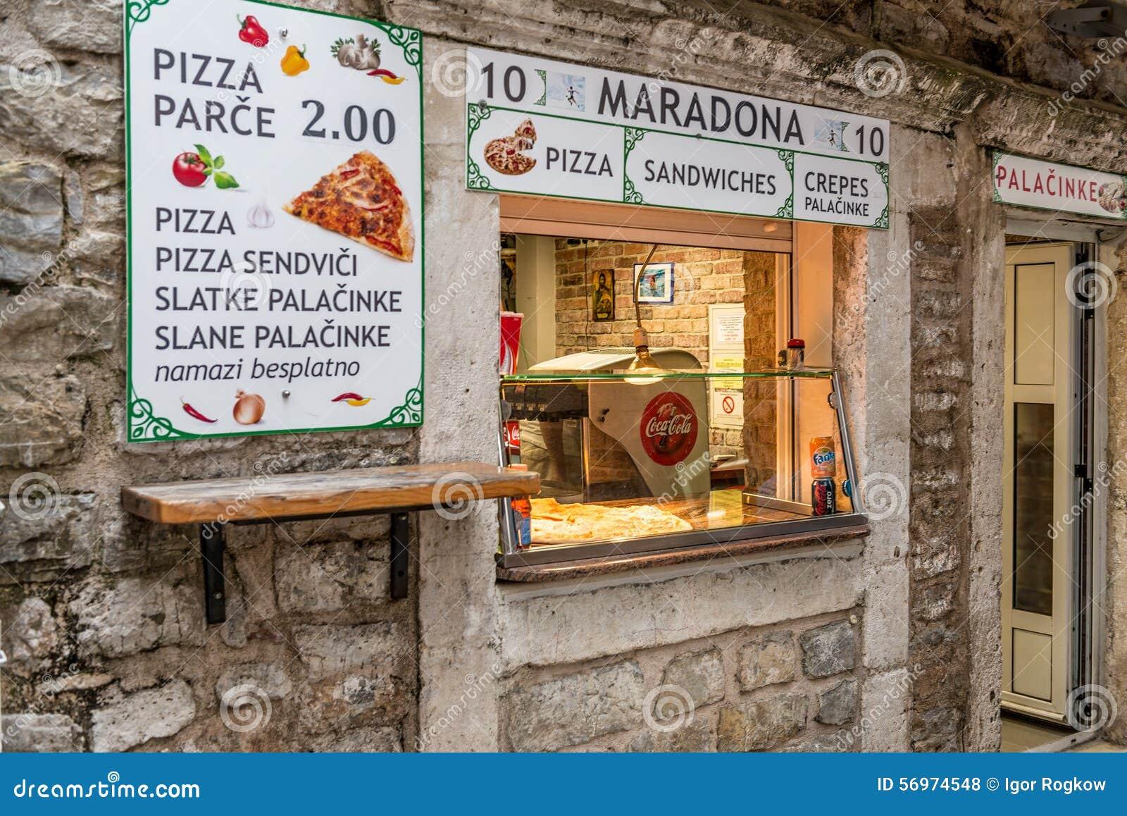 Pizzería del café de la calle en Budva montenegro