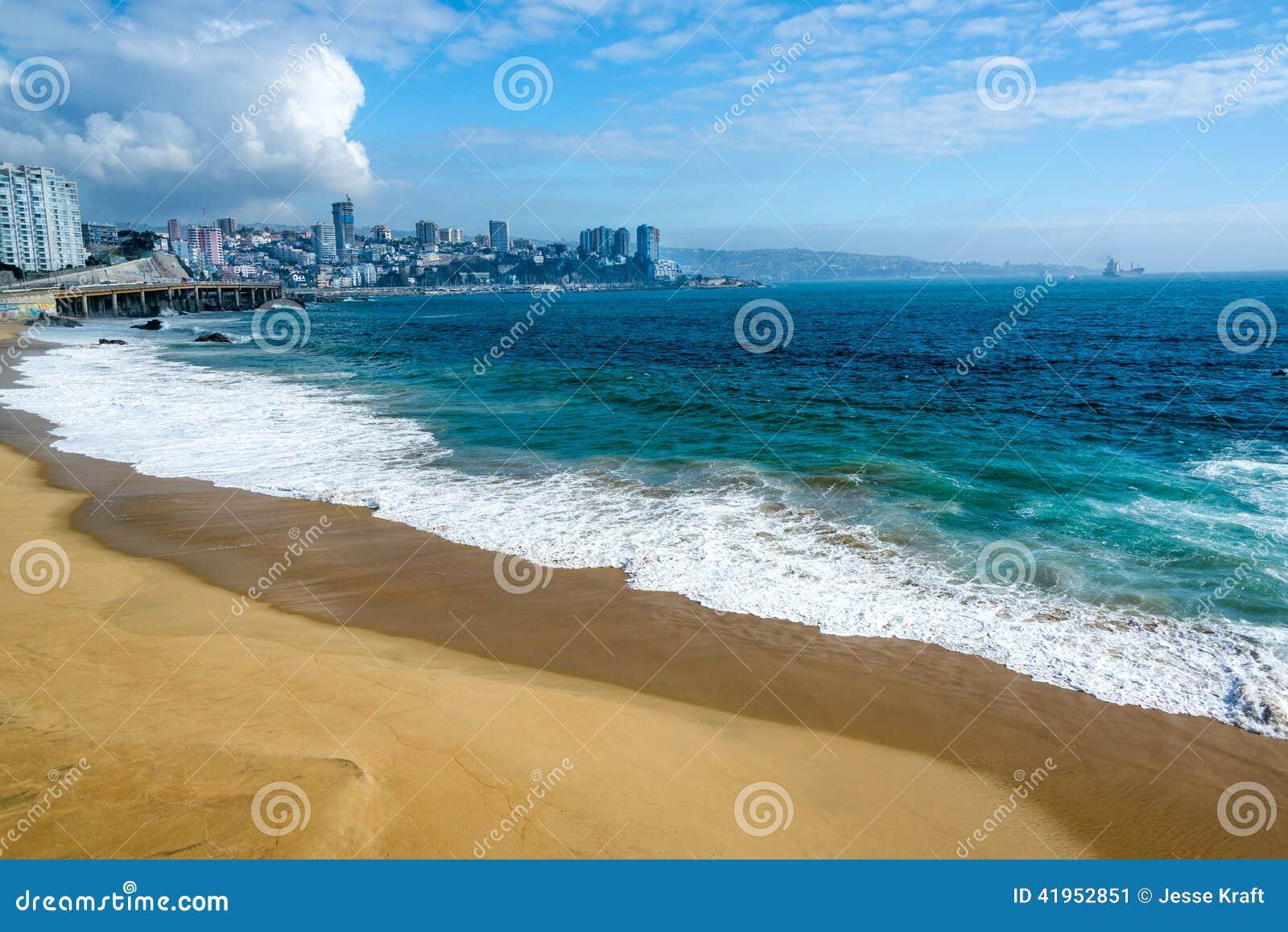 Plaża i błękitne wody