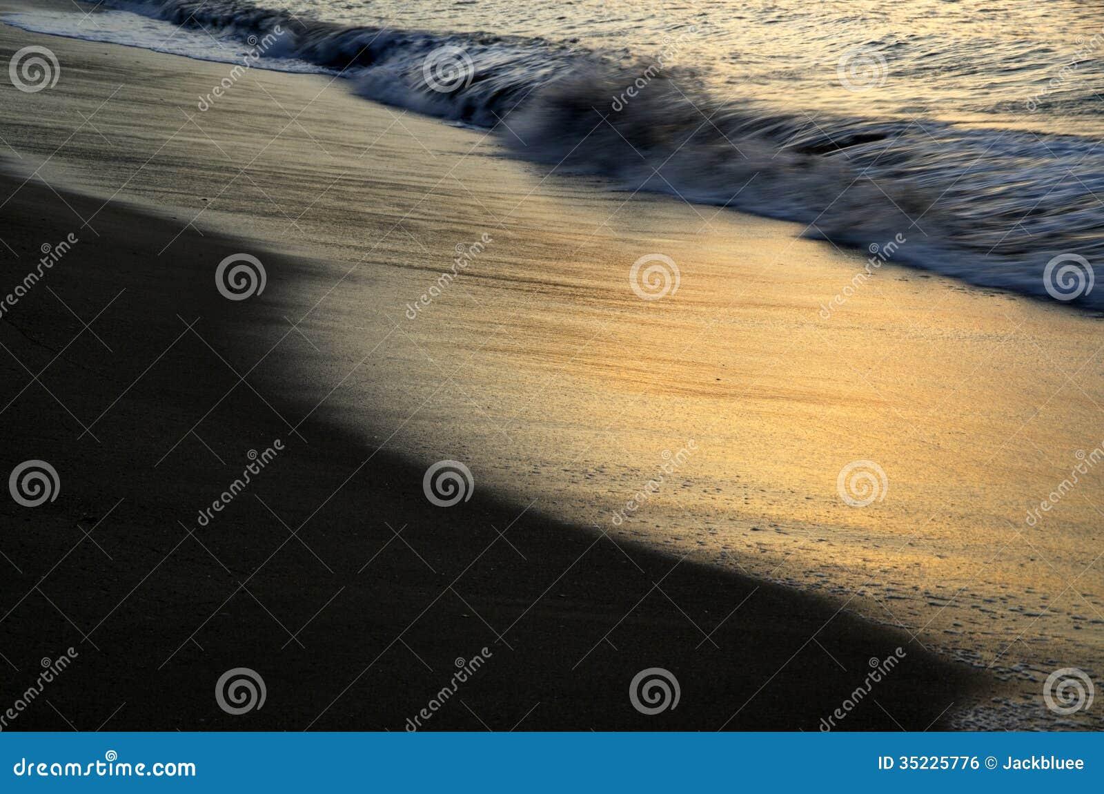 Plaża przy wschodem słońca