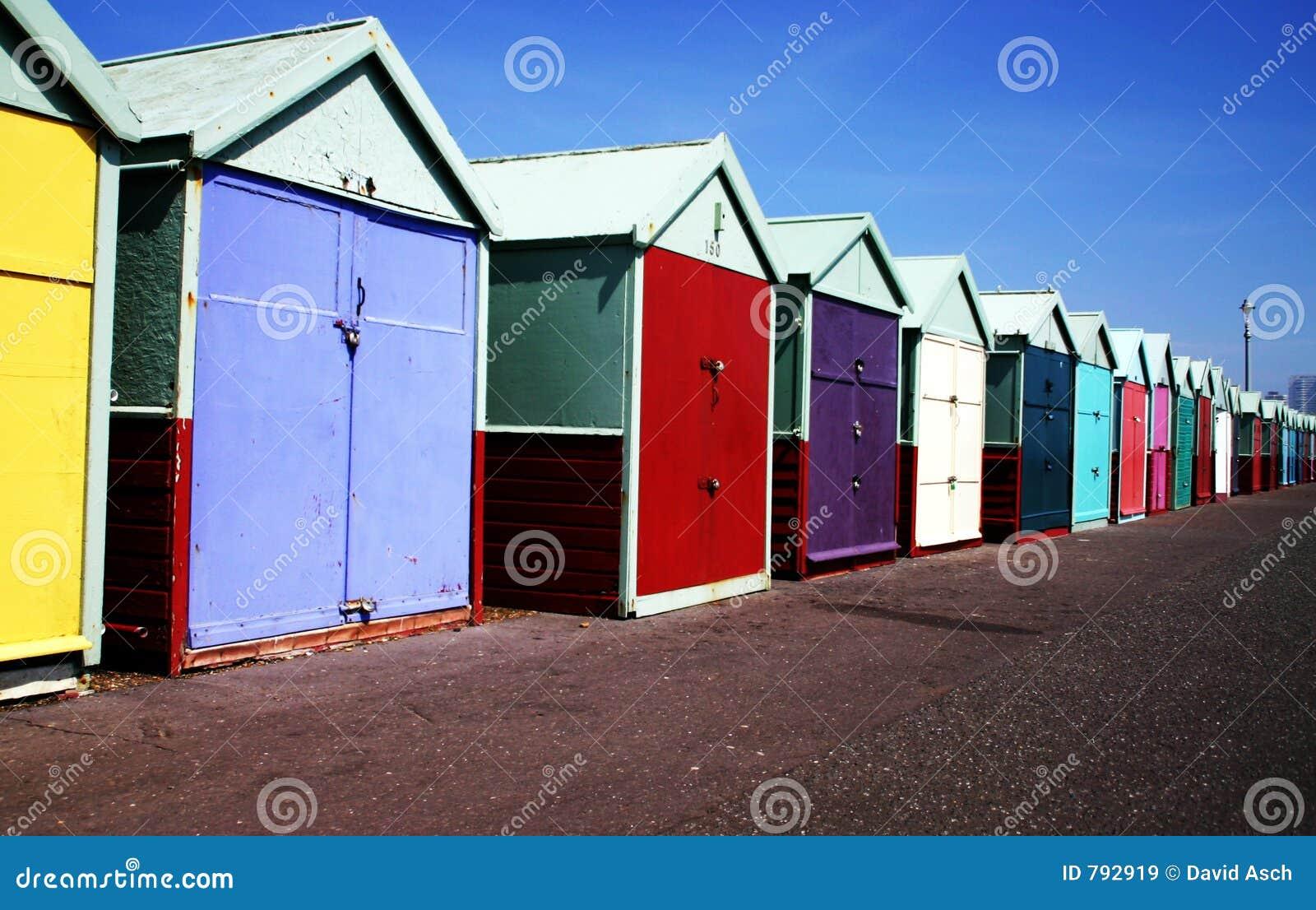 Plaże kolorowym chaty