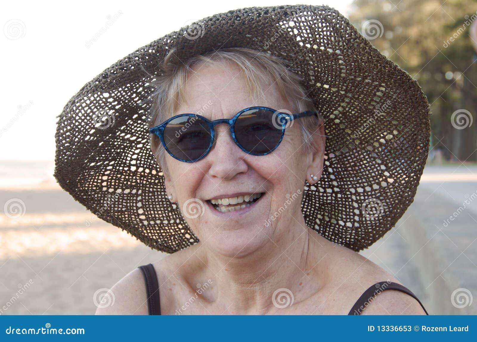Plażowa starsza kobieta
