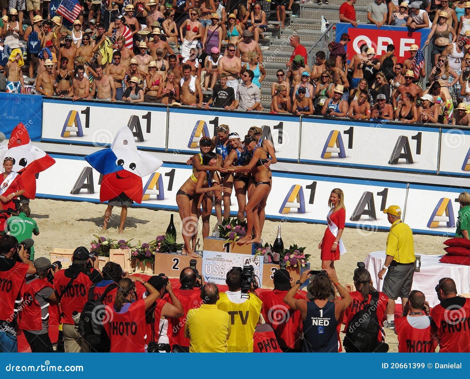 Plażowa uroczysta Klagenfurt trzaska siatkówka