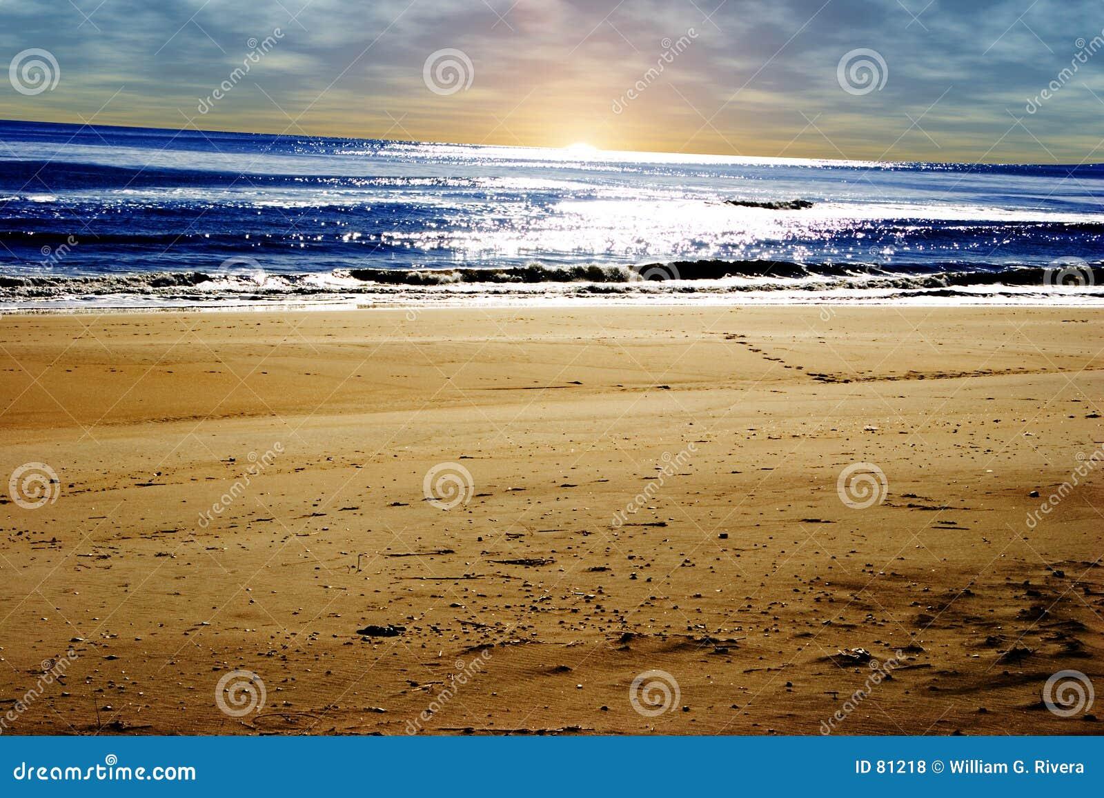 Plażowa wyspa długo wschód słońca