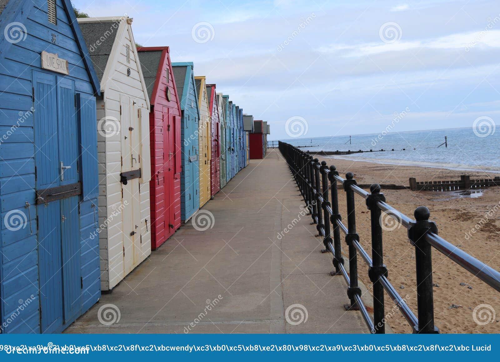 Plażowe budy wszystkie colours z rzędu, mundesley Norwich