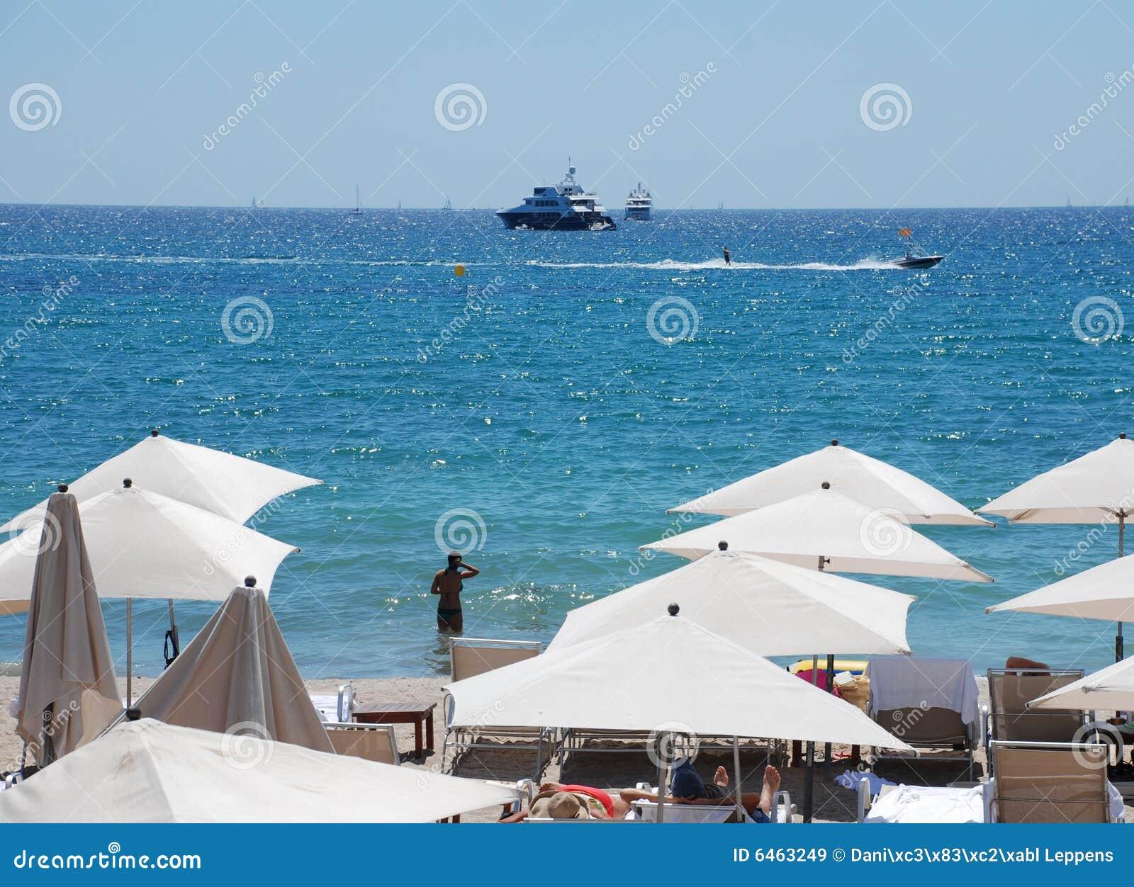 Plażowi parasols