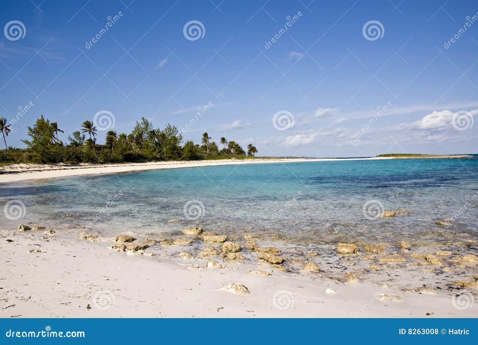 Plażowy błękit chmurnieje puszystego niebo