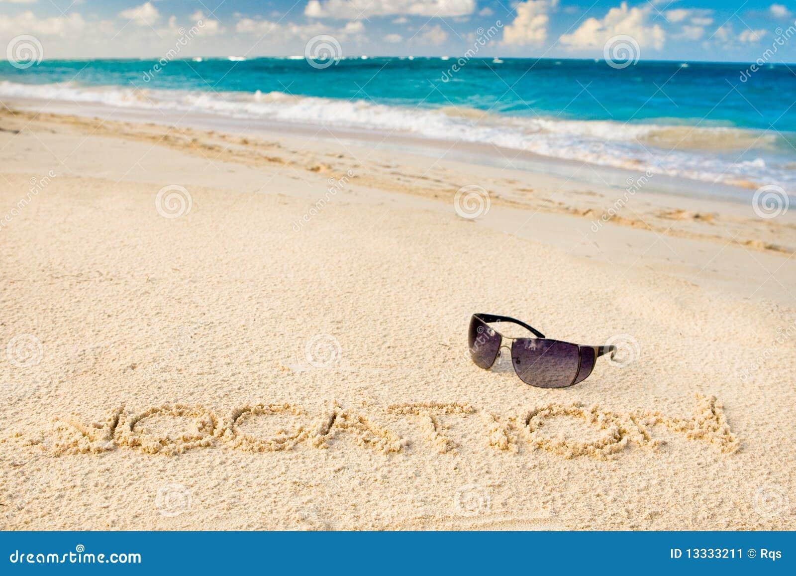 Plażowy czarny szkieł piaska słońca biel