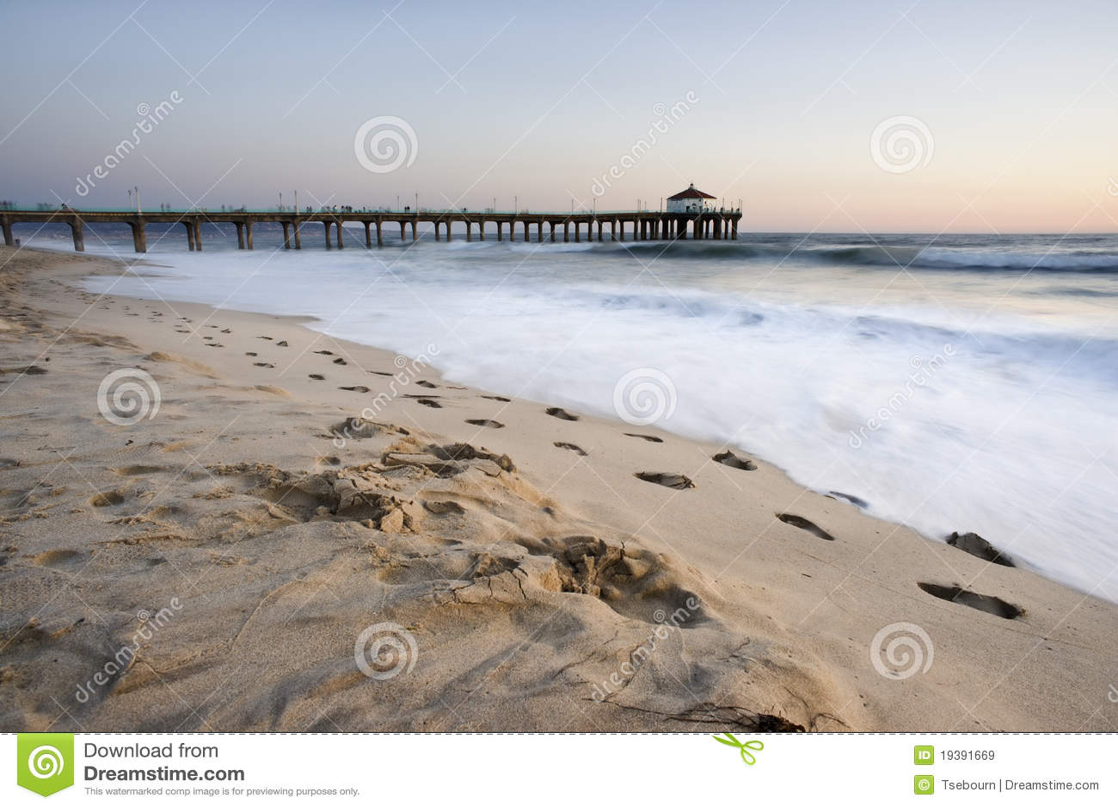 Plażowy odcisk stopy Manhattan molo