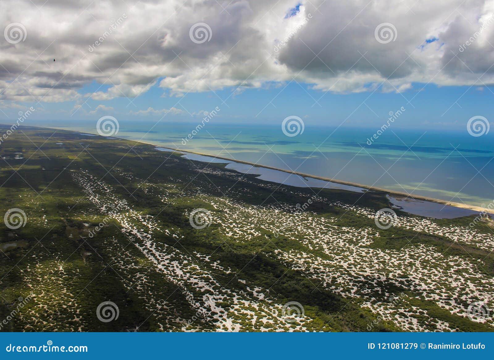 Plażowy raj, cudowna plaża, plaża w regionie Arraial robi Cabo, stan Rio De Janeiro, Brazylia Ameryka Południowa