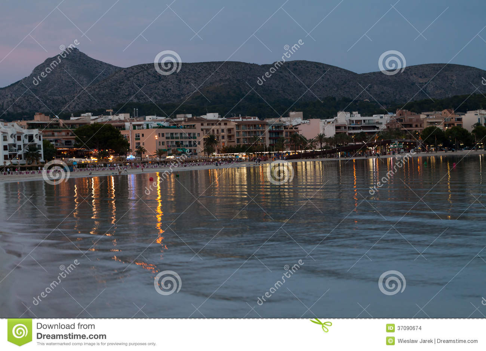 Download Plaża z czasem w Alcudia zdjęcie stock. Obraz złożonej z zmierzch - 37090674