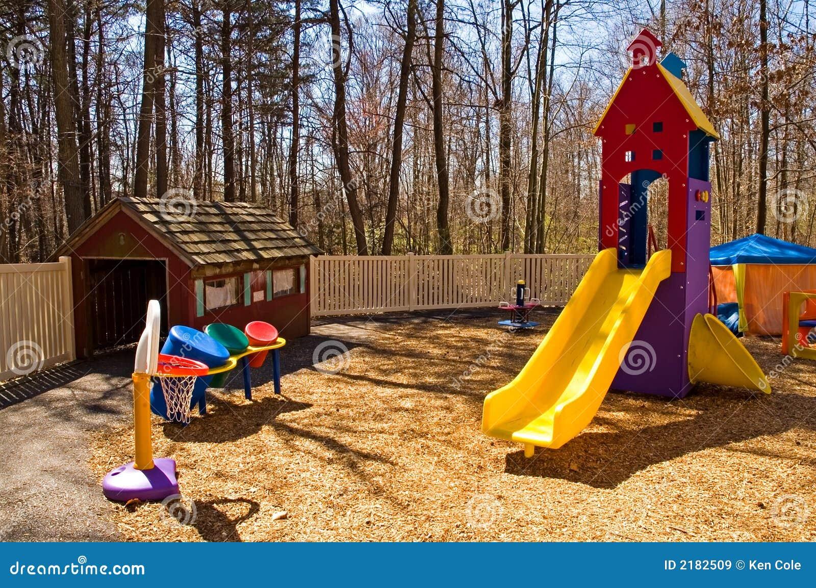 Plac zabaw urządzeń przedszkola