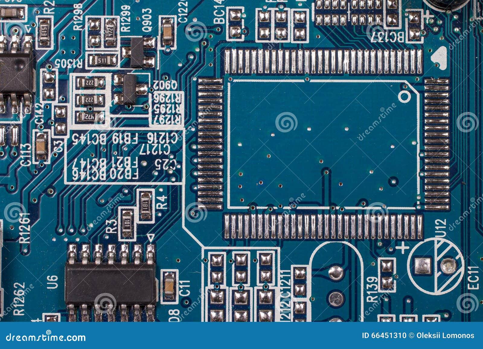 Placa de circuito electrónica grande con los componentes de radio