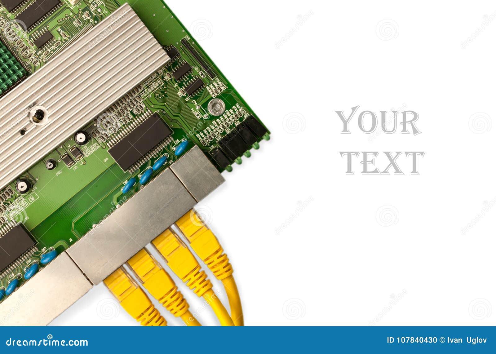 Placa de interruptor dos ethernet com opinião superior amarela de cabos de remendo