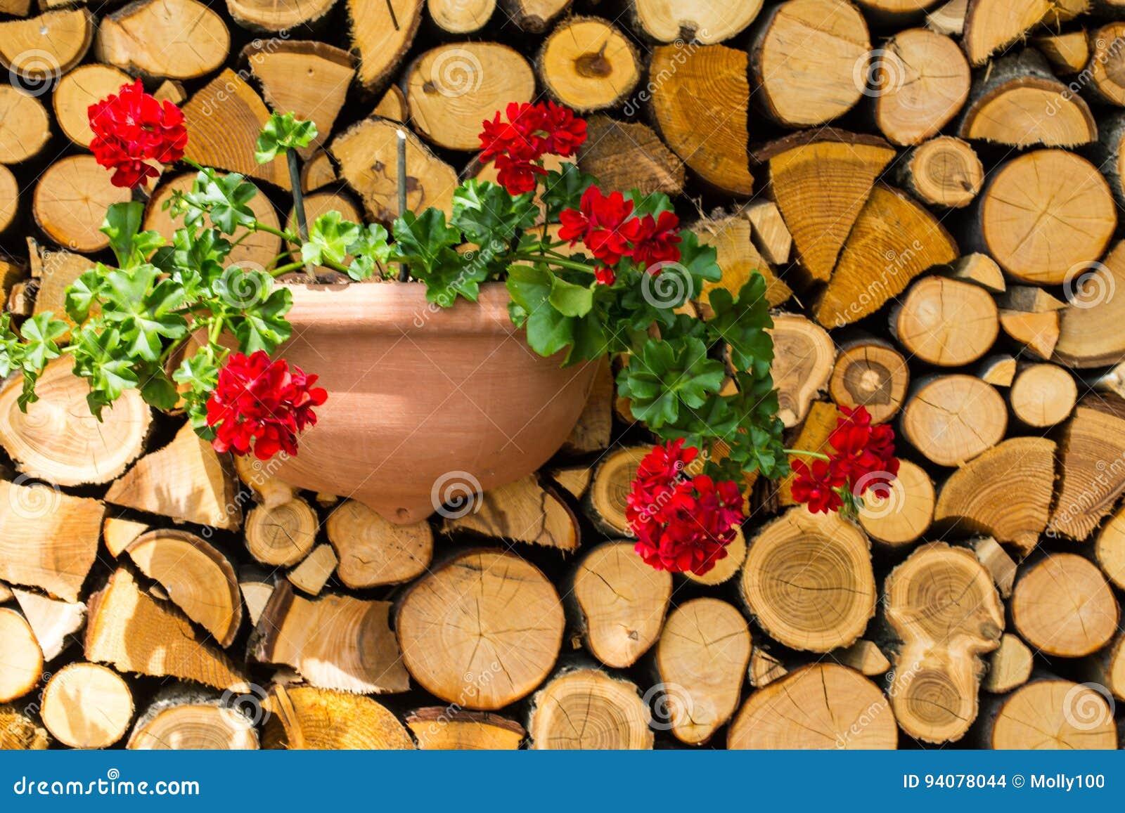Placa de madeira, pilha de madeira com flores, decoração