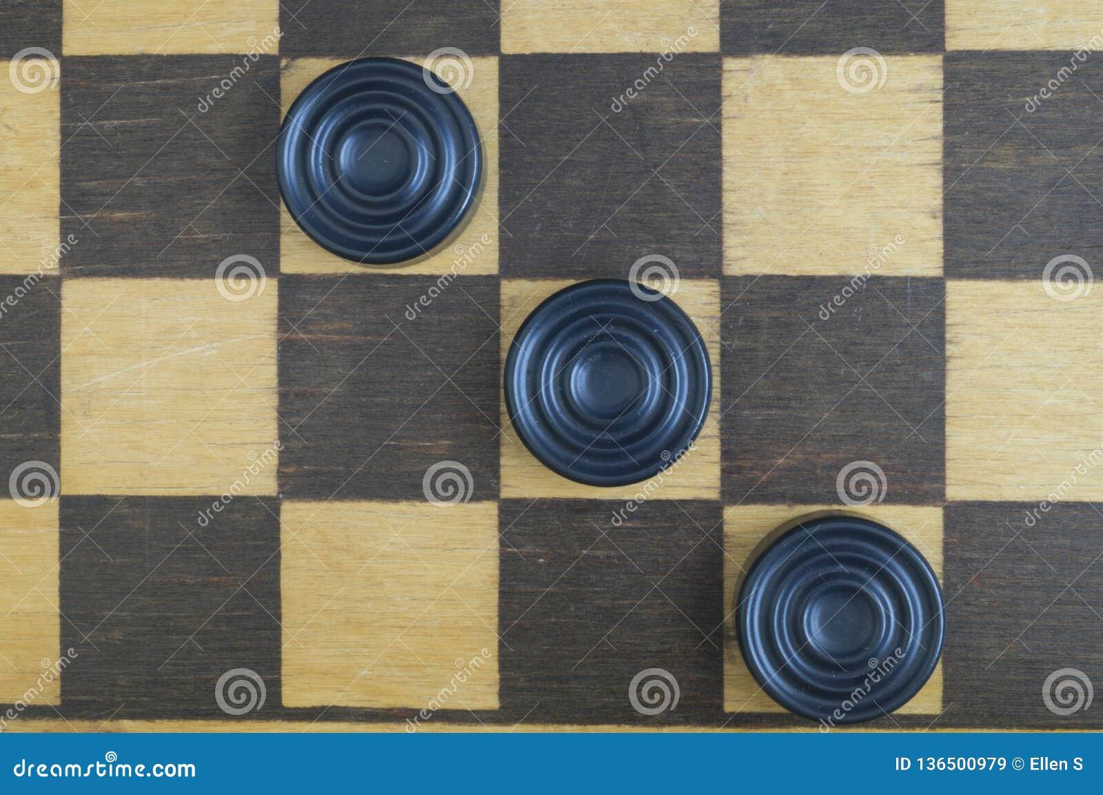 Placa de xadrez de madeira idosa do fundo