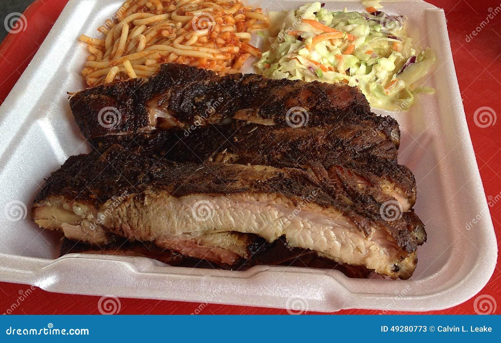 Placa dos espaguetes do BBQ de Memphis Style