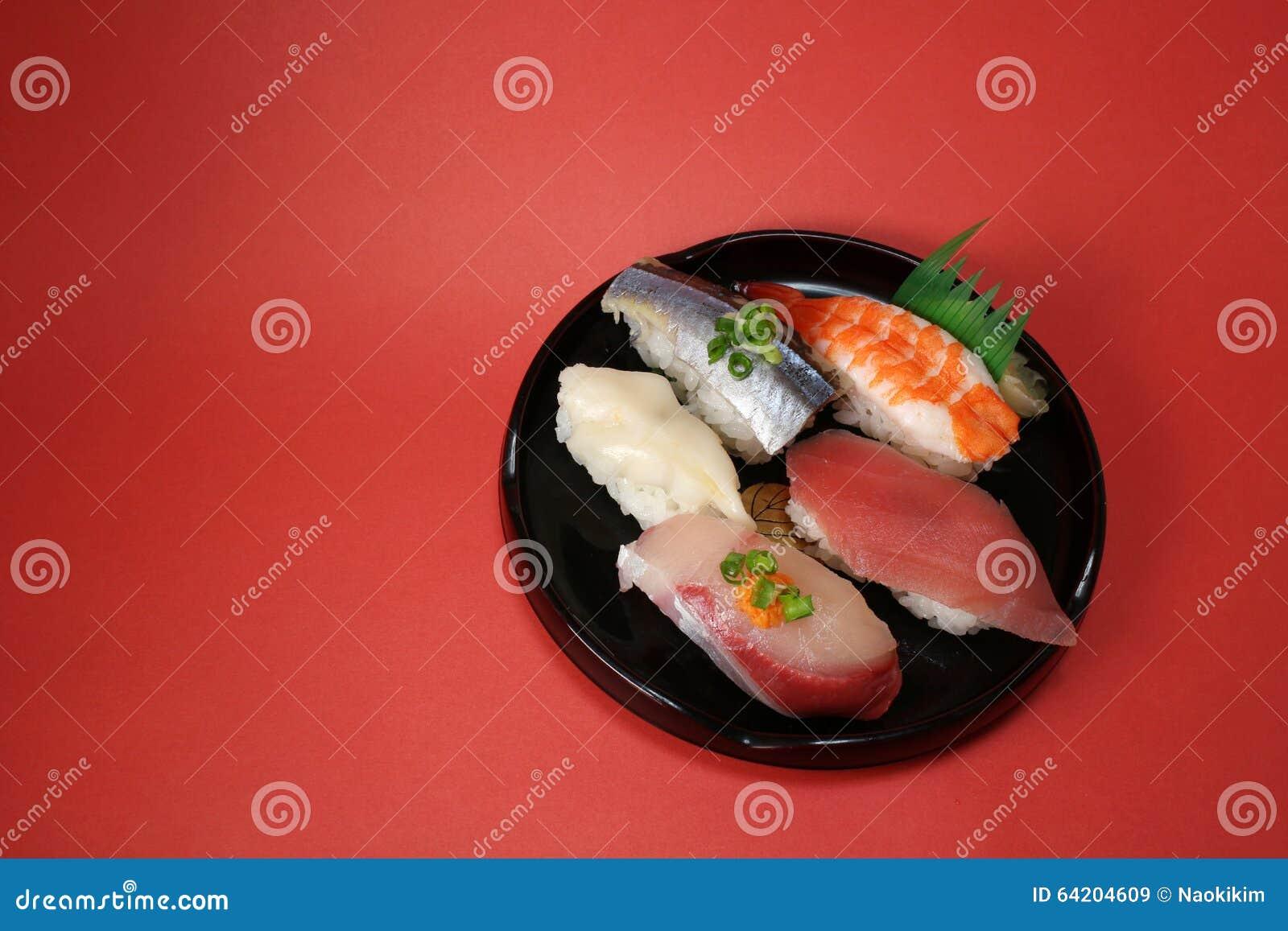 Placa japonesa del sushi en el humor de la celebración
