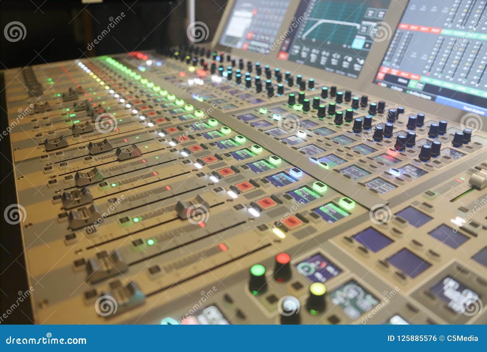 Placa sadia de Digitas usada para misturar o áudio