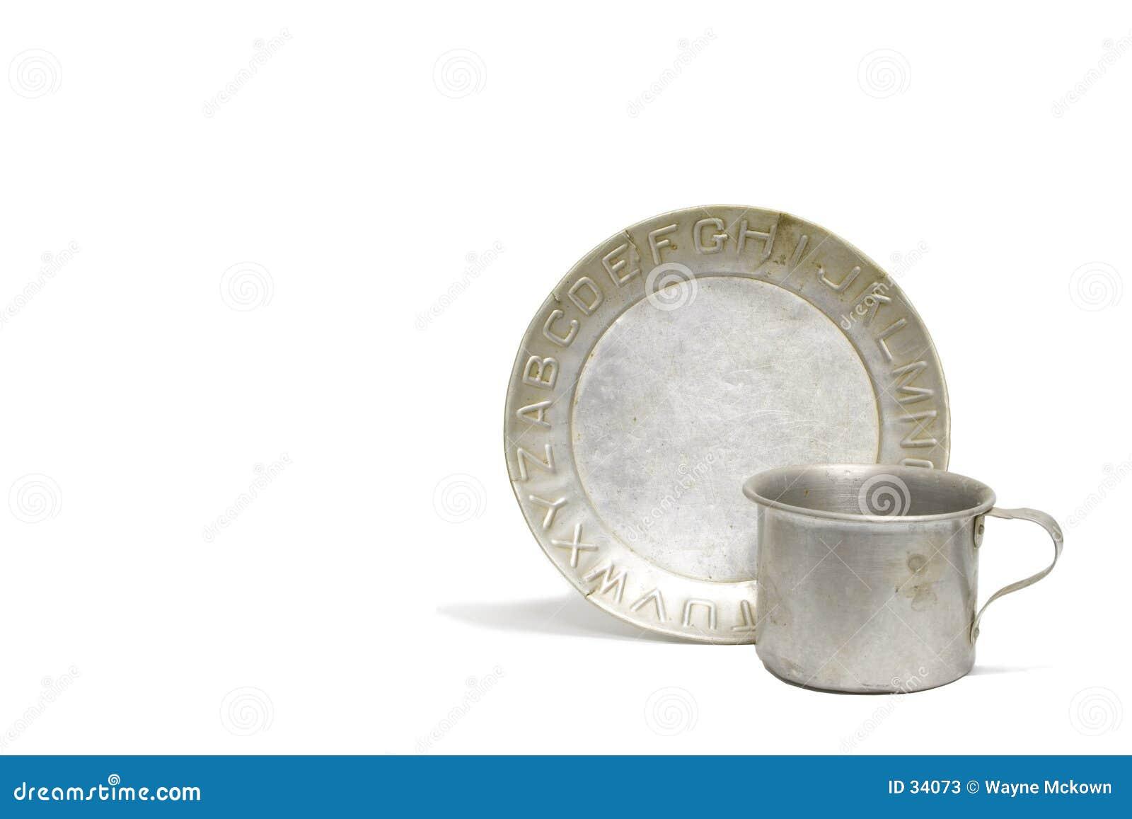 Download Placa y taza del alfabeto imagen de archivo. Imagen de dinnerware - 34073