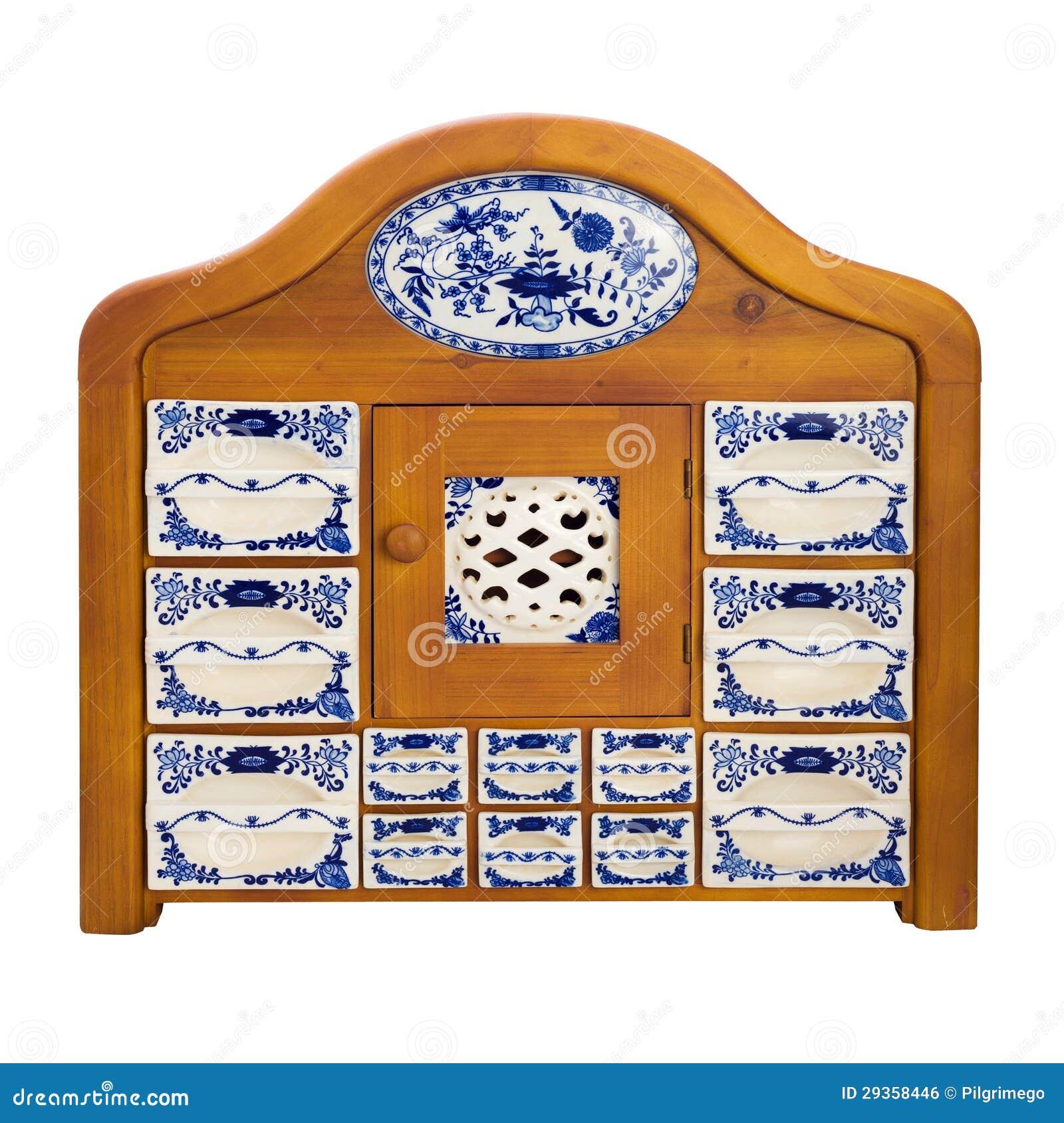 Placard en bois antique de cuisine avec des cadres de porcelaine pour des pices image libre de for Placard de cuisine en bois